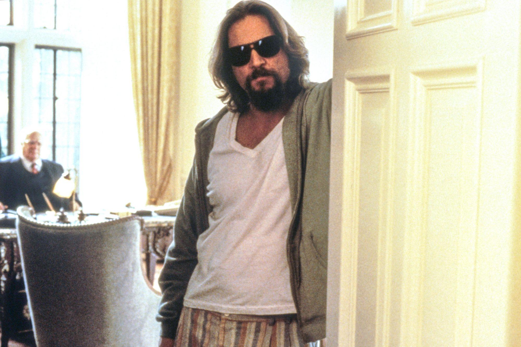 THE BIG LEBOWSKI, Jeff Bridges, David Huddleston (rear), 1998, © Gramercy Pictures/courtesy Everett