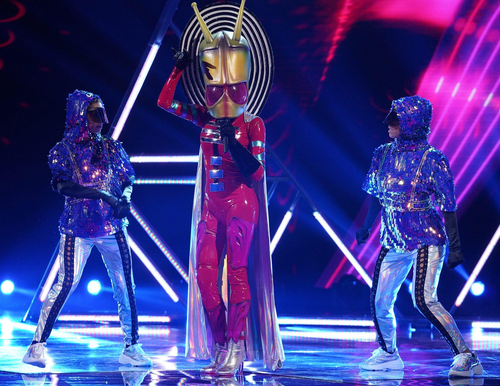 masked-singer-alien-1