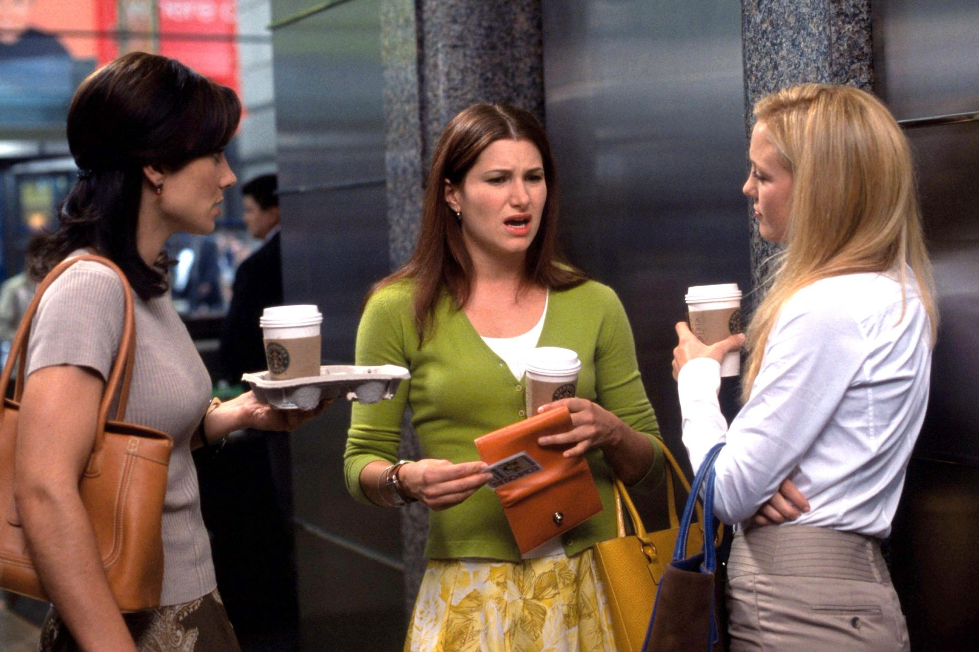 HOW TO LOSE A GUY IN 10 DAYS, Annie Parisse, Kathryn Hahn, Kate Hudson, 2003, (c) Paramount/courtesy