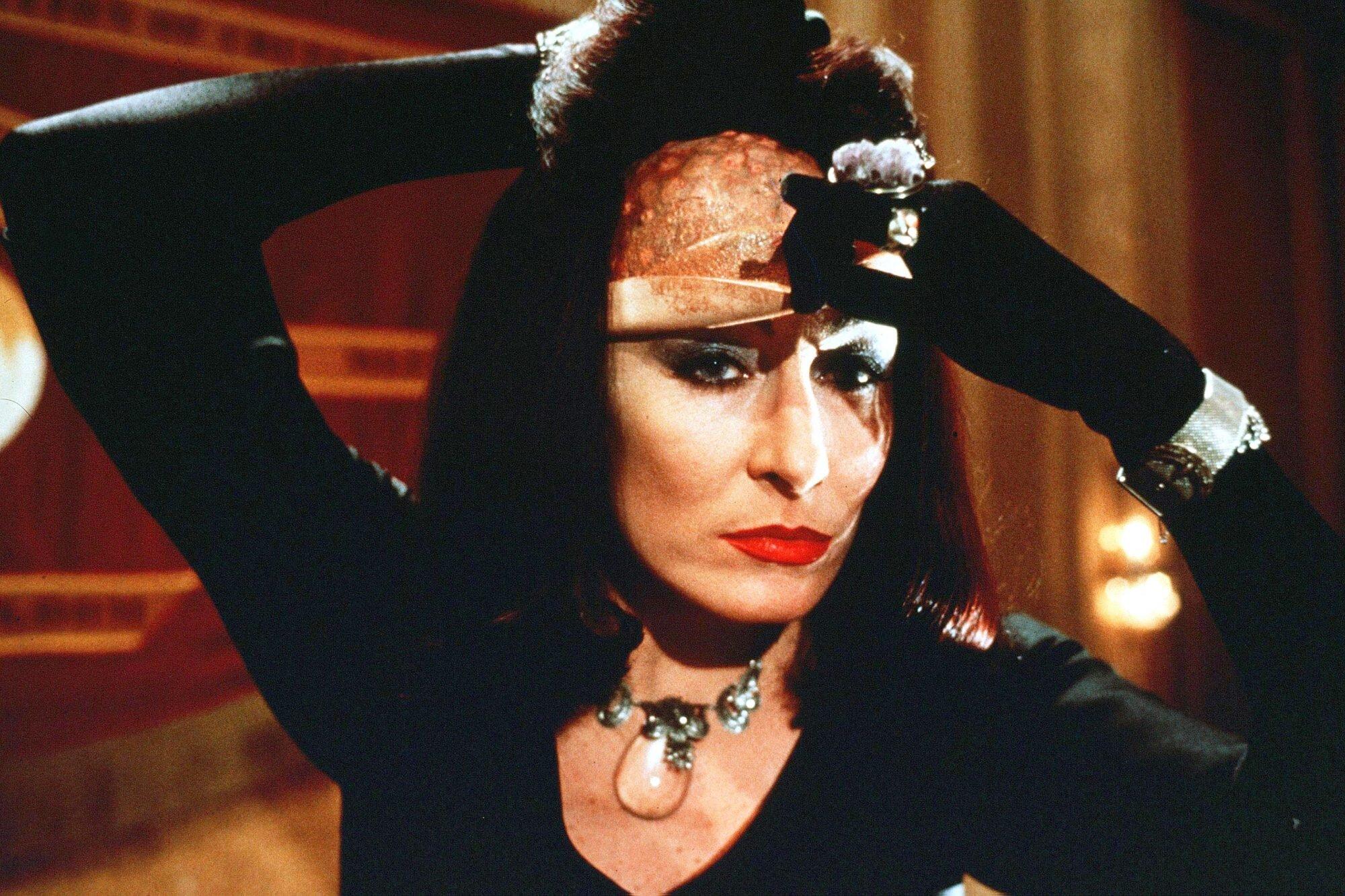 Anjelica Huston Responds To The Witches Remake Ew Com