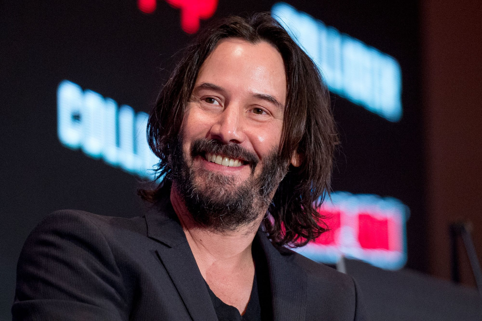 "NEW YORK, NY - OCTOBER 05: Keanu Reeves discusses ""Replicas"" during 2017 New York Comic Con - Day 1 on October 5, 2017 in New York City. (Photo by Roy Rochlin/Getty Images)"