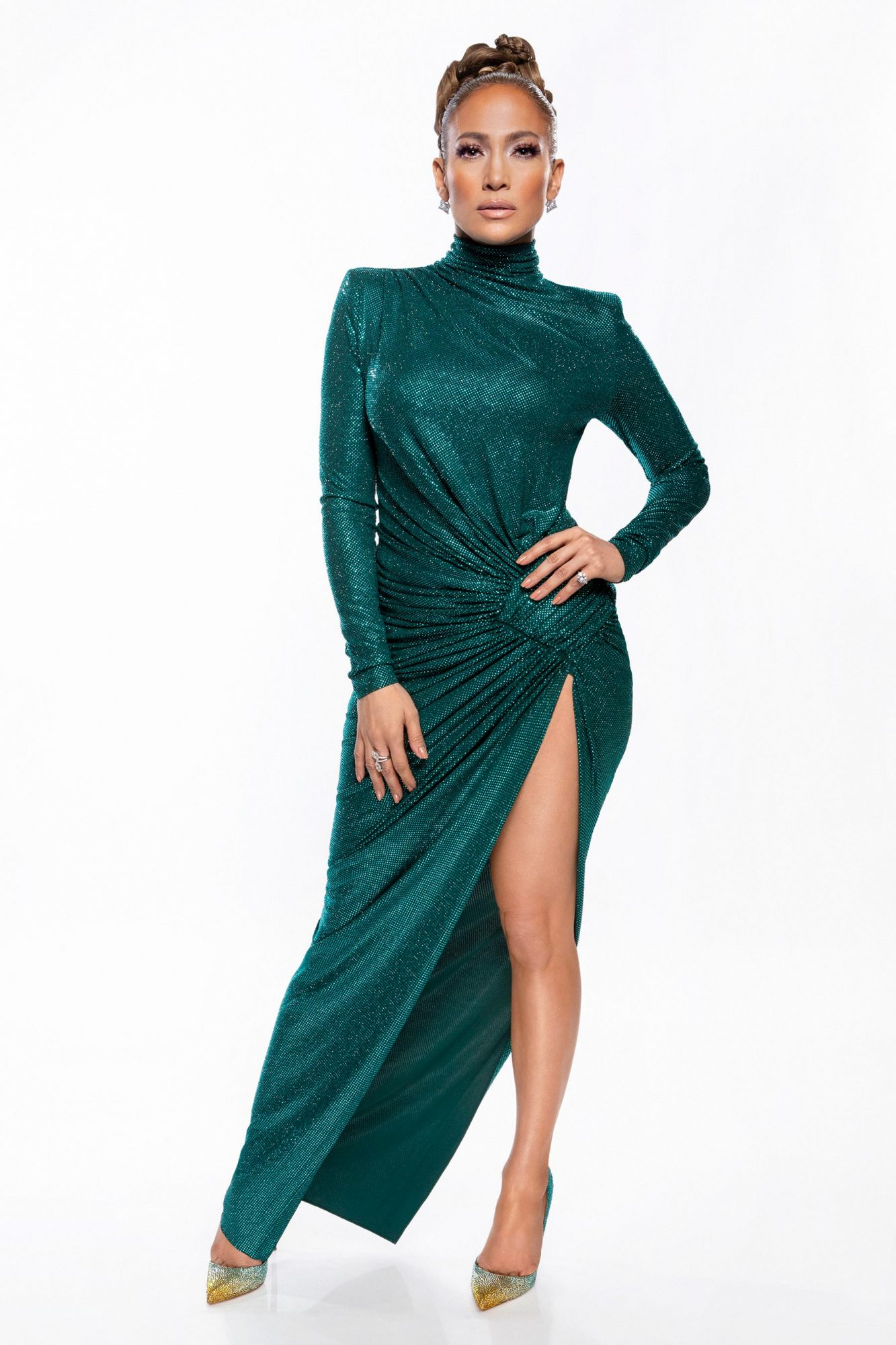 We amor, amor, amor this show-stopping, deep teal dress