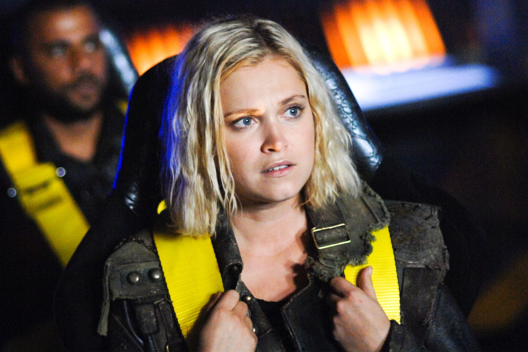 """NO REUSE EXCEPT FOR WHAT TO WATCH 04/29/19 The 100 -- """"Sanctum"""" -- Image Number: HU601a_0029r.jpg -- Pictured: Eliza Taylor as Clarke -- Photo: Sergei Bachlakov/The CW -- © 2019 The CW Network, LLC. All rights reserved."""