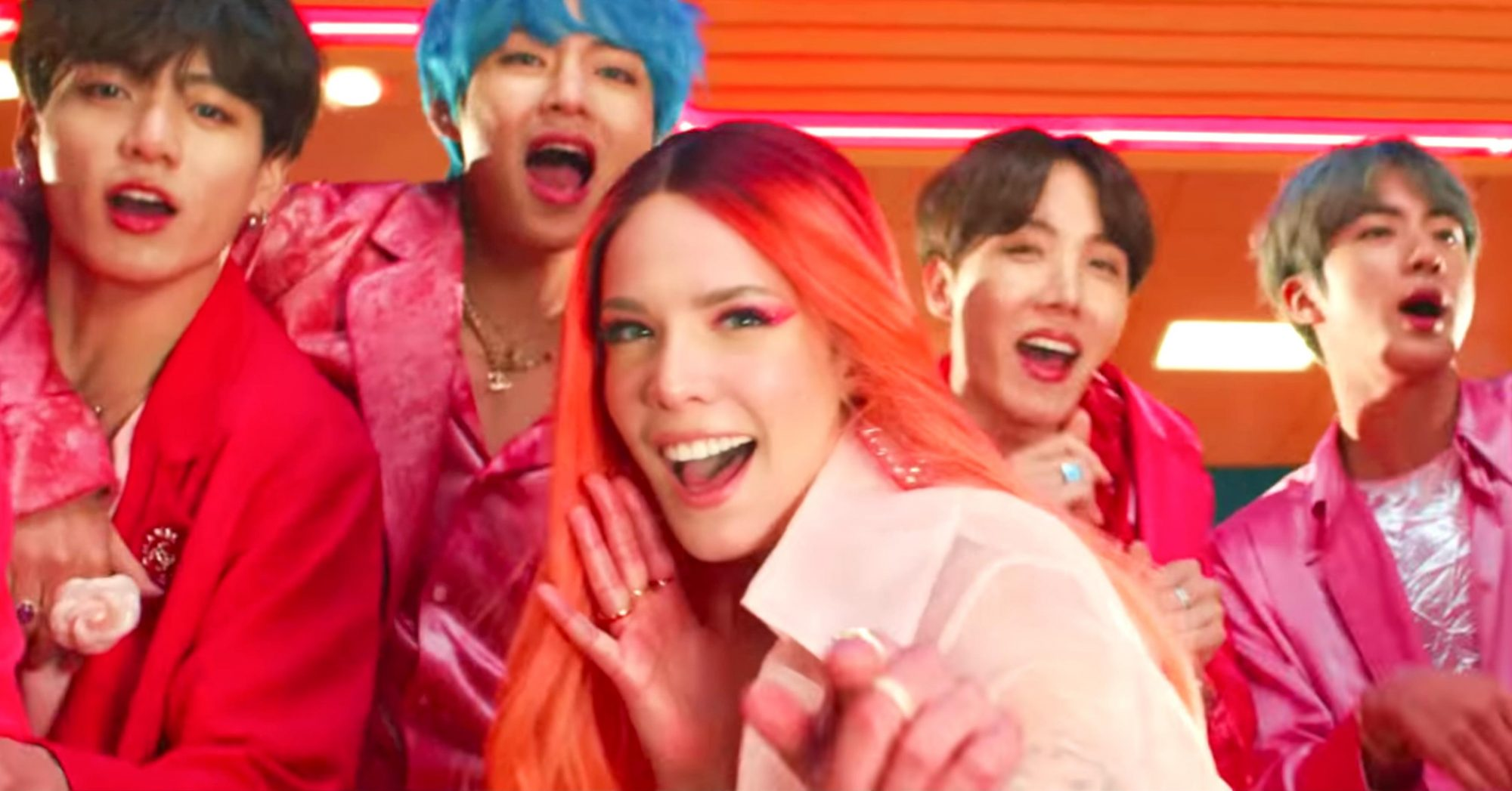 BTS (방탄소년단) '작은 것들을 위한 시 (Boy With Luv) feat. Halsey' Official MV (screen grab) CR: BTS/YouTube https://www.youtube.com/watch?v=XsX3ATc3FbA