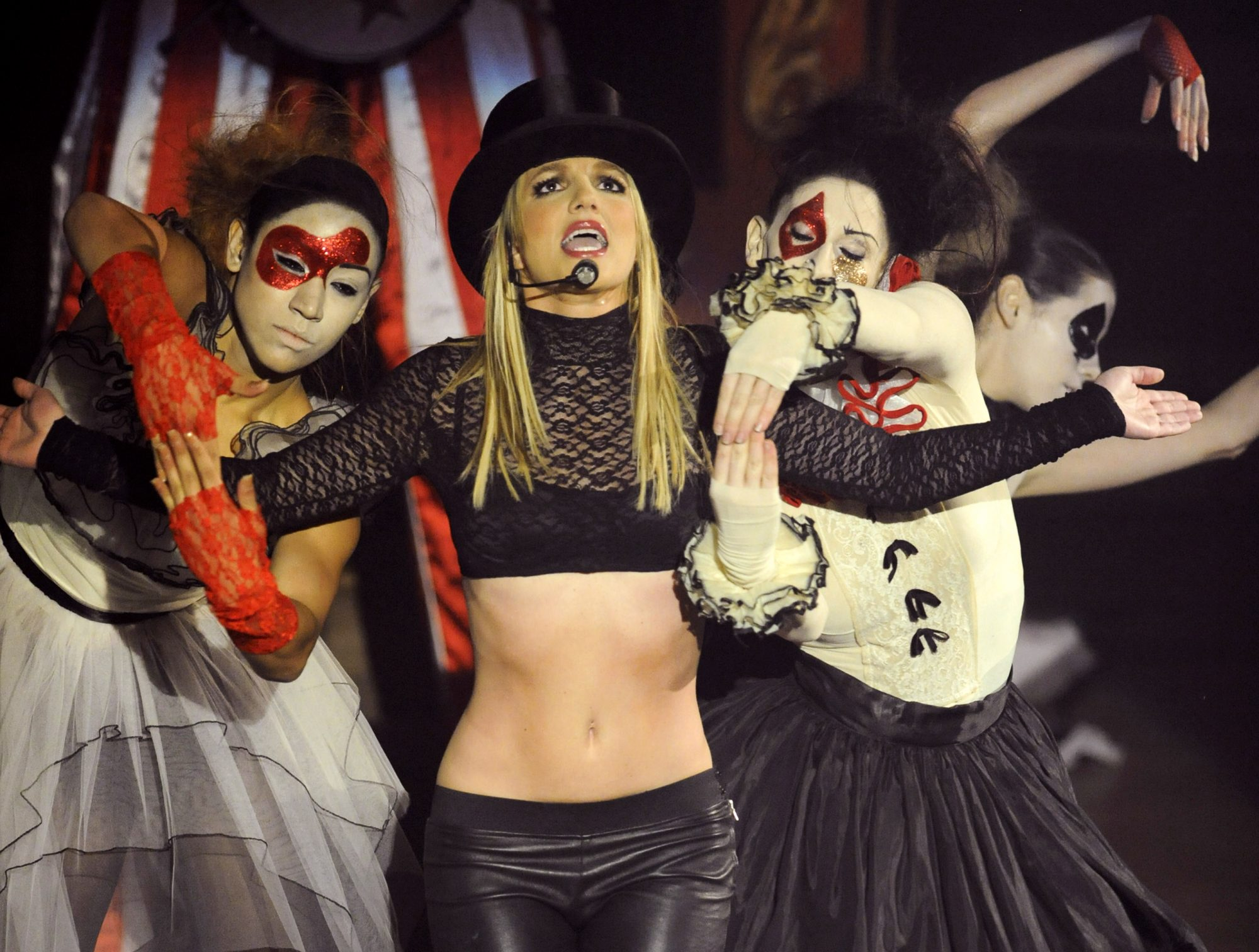 """Britney Spears Performs On ABC's """"Good Morning America"""" - December 2, 2008"""