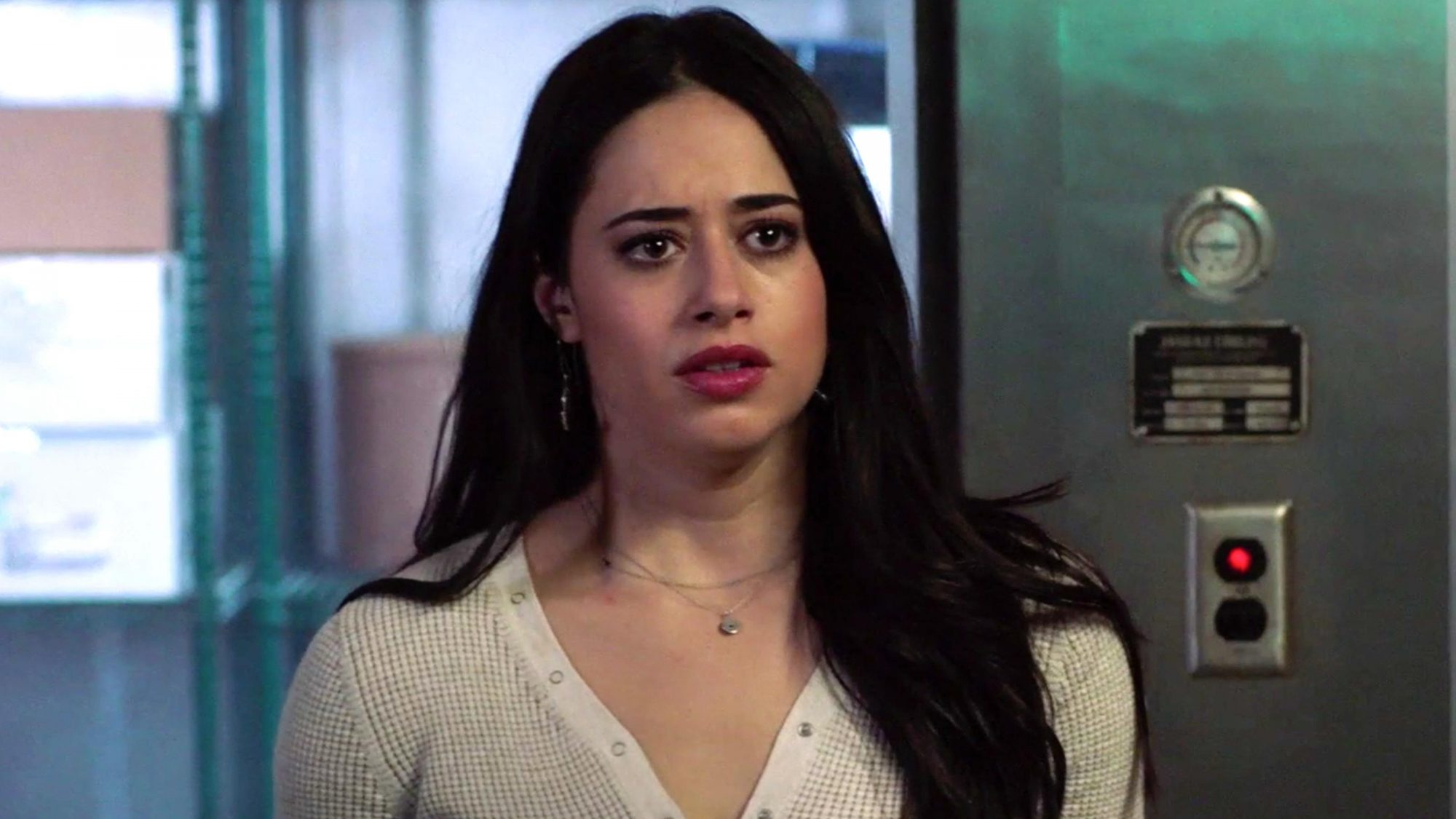 """Roswell, New Mexico (screen grab) -- """"Recovering the Satellites"""" -- Image Number: ROS113a_0447b2.jpg -- Pictured: Jeanine Mason as Liz -- Photo: The CW -- © 2019 The CW Network, LLC. All rights reserved https://www.cwtv.com/shows/roswell-new-mexico/recovering-the-satellites-trailer/"""