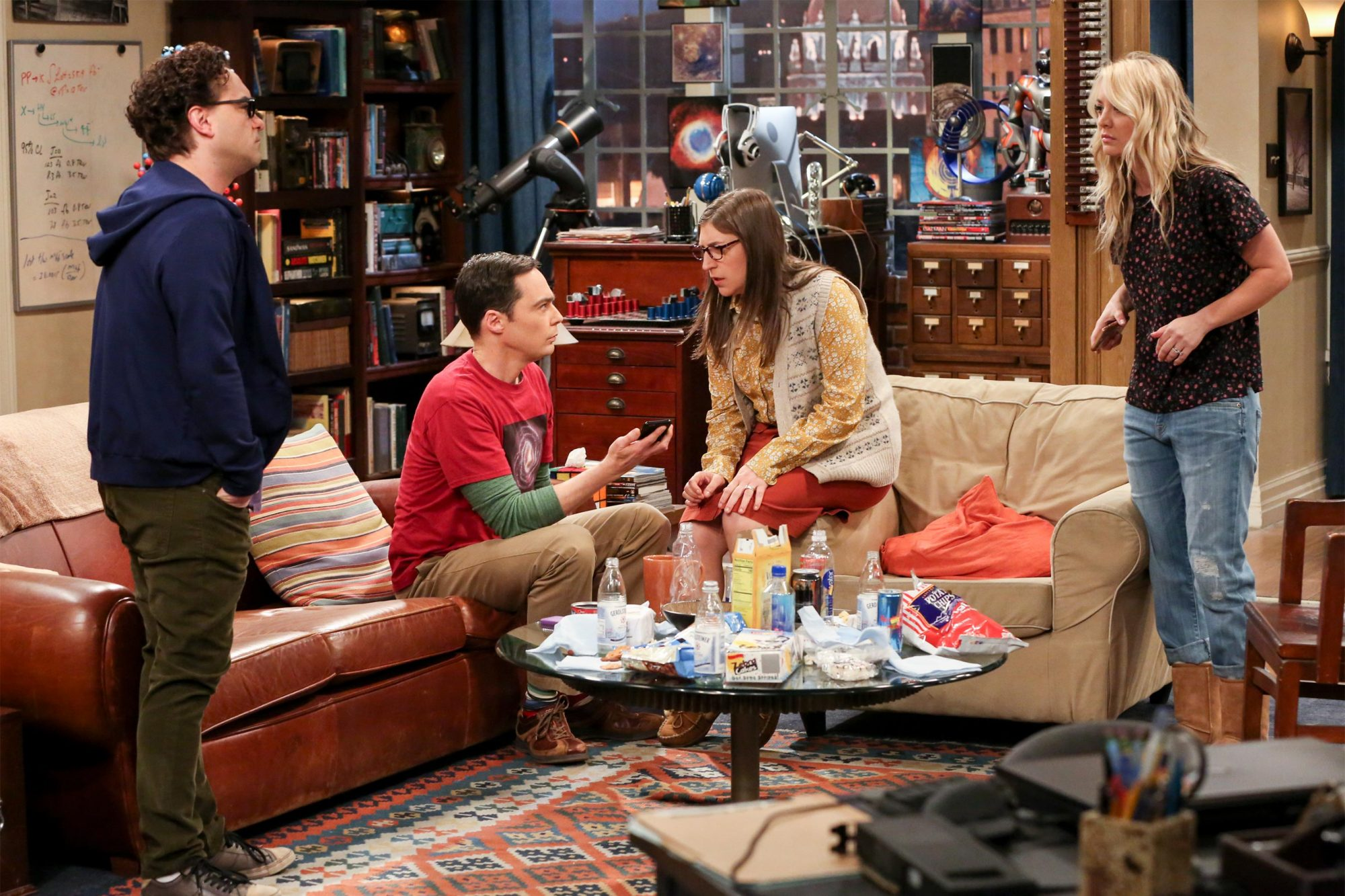 """""""The Change Constant"""" - Pictured: Leonard Hofstadter (Johnny Galecki), Sheldon Cooper (Jim Parsons), Amy Farrah Fowler (Mayim Bialik) and Penny (Kaley Cuoco). Sheldon and Amy await big news, on the series finale of THE BIG BANG THEORY, Thursday, May 16 (8:00-8:30PM, ET/PT) on the CBS Television Network. Photo: Michael Yarish/Warner Bros. Entertainment Inc. © 2019 WBEI. All rights reserved."""