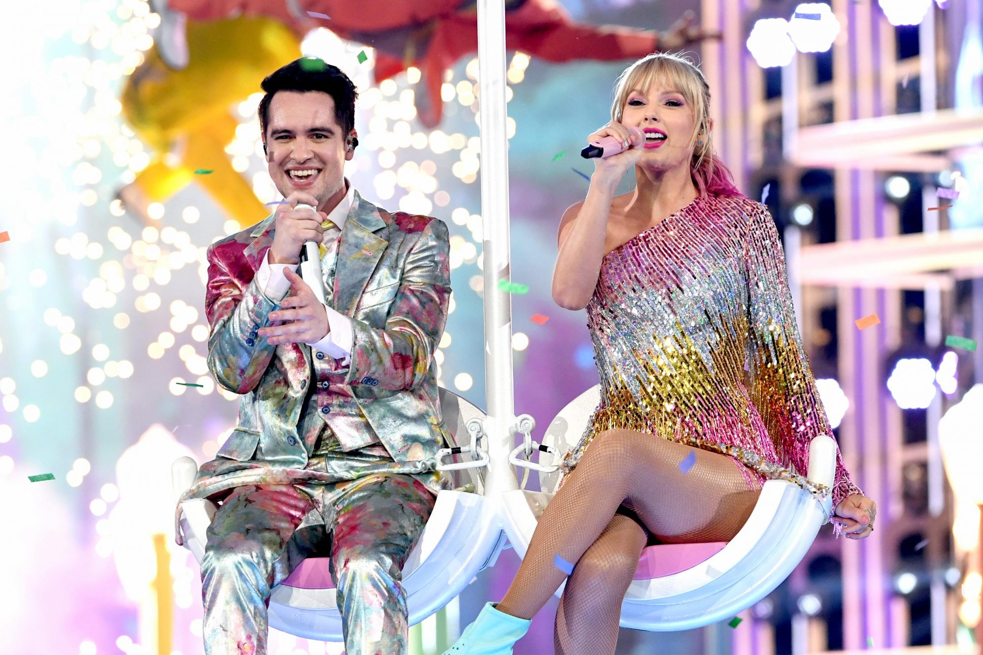 LAS VEGAS, NEVADA - MAY 01: (L-R) Brendon Urie of Panic! at the Disco and Taylor Swift perform onstage during the 2019 Billboard Music Awards at MGM Grand Garden Arena on May 01, 2019 in Las Vegas, Nevada. (Photo by Kevin Winter/Getty Images for dcp)