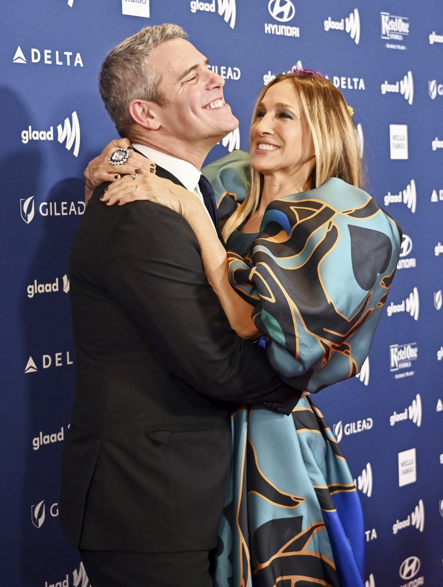 NEW YORK, NEW YORK - MAY 04: Andy Cohen and Sarah Jessica Parker attend the 30th Annual GLAAD Media Awards in partnership with Ketel One Family-Made Vodka, longstanding ally of the LGBTQ community on May 04, 2019 in New York City. (Photo by Astrid Stawiarz/Getty Images for Ketel One Family-Made Vodka)