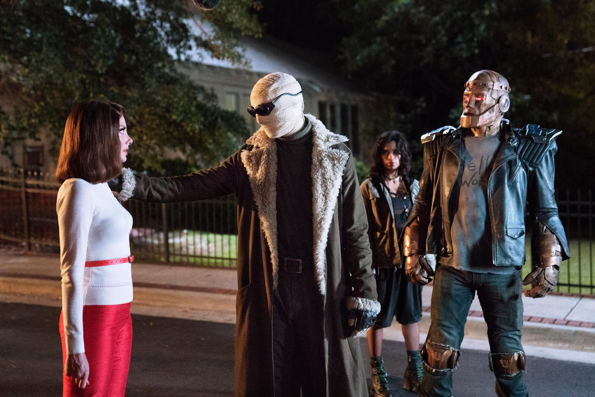 Doom Patrol Series Premiere Recap Season 1 Episode 1 Ew Com