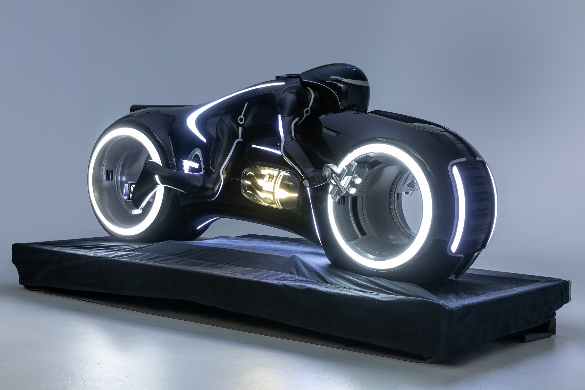 tron-lightcycle-1-2000