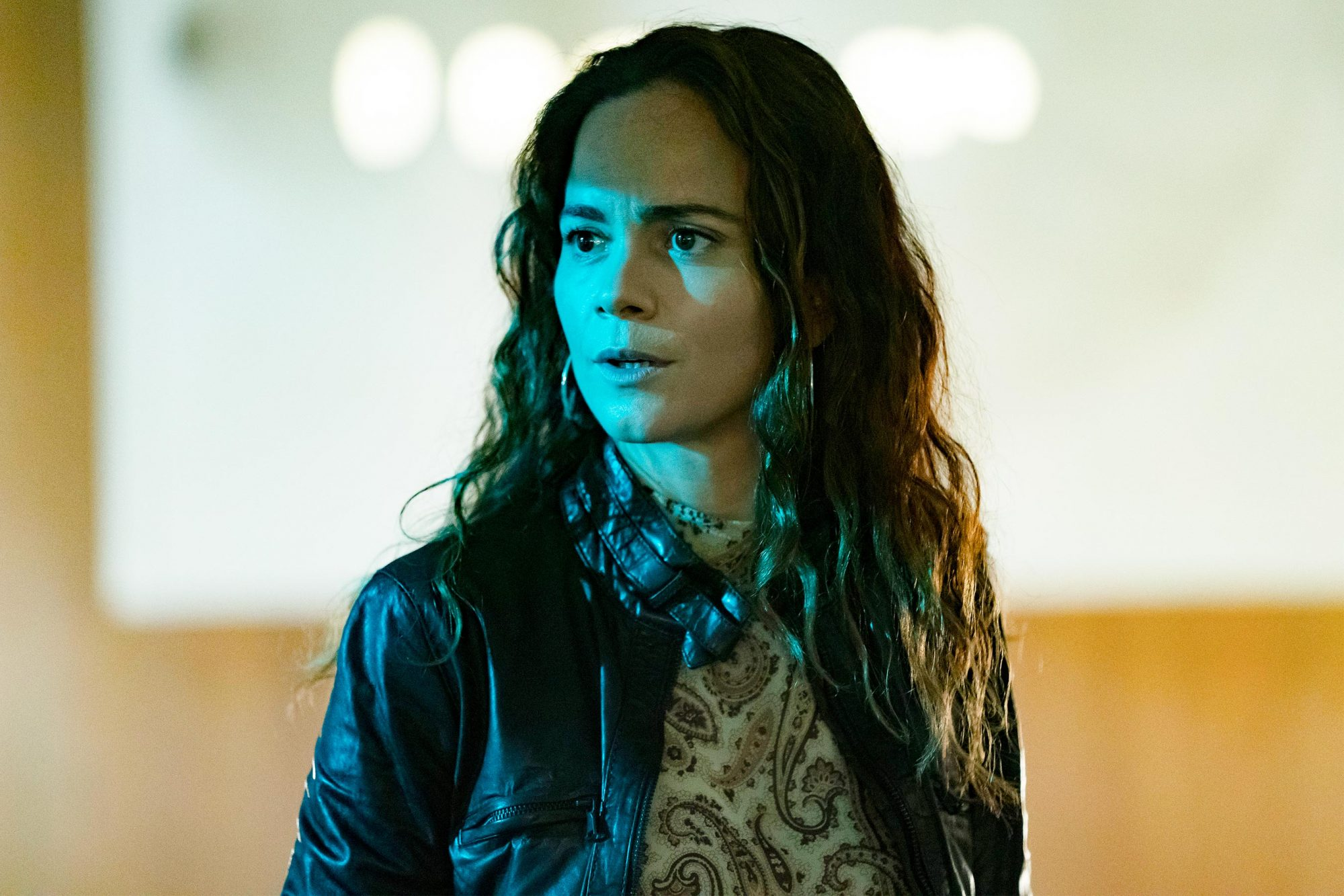 "QUEEN OF THE SOUTH -- ""Beinvenidos in Nueva Orleans"" Episode 401 -- Pictured: Alice Braga as Teresa Mendoza -- (Photo by: Alfonso Bresciani/USA Network)"