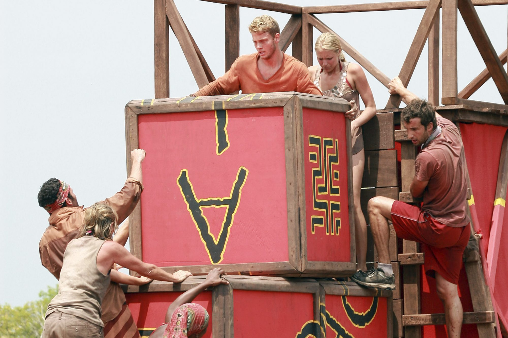 "Joe Dowdle, Sandy Burgin, Tamara ""Taj"" Johnson-George, Spencer Duhm, Sydney Wheeler and Stephen Fishbach, during the immunity challenge, ""A Crate Idea"" during the third episode of SURVIVOR: TOCANTINS- THE BRAZILIAN HIGHLANDS, Thursday, Feb. 26 (8:00 - 9:00 PM ET/PT) on the CBS Television Network. Photo: Monty Brinton/CBS ©2009 CBS Broadcasting Inc. All Rights Reserved Brazil"
