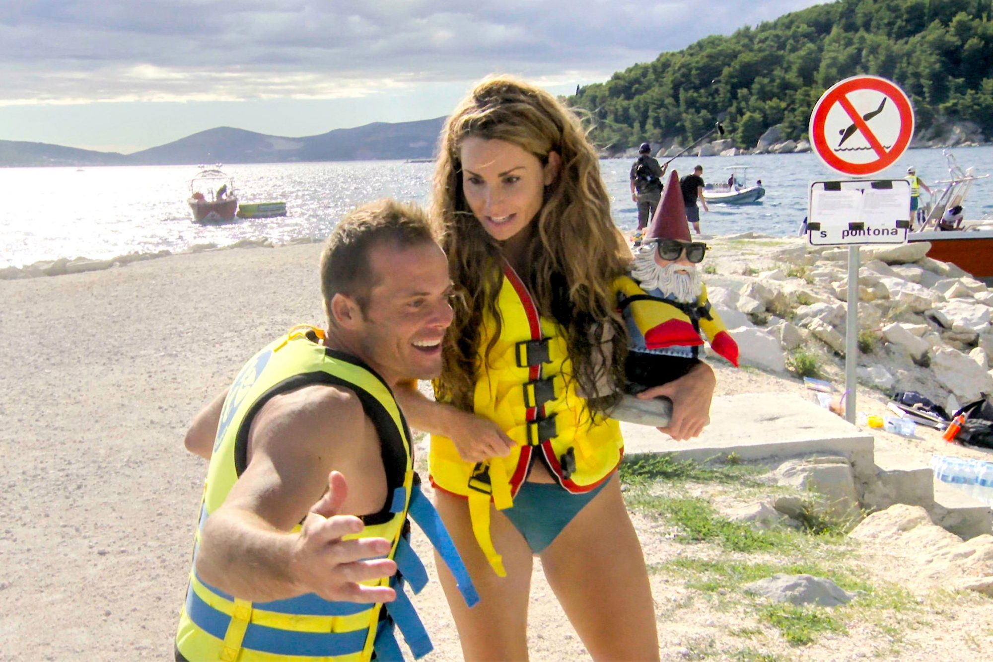 """""""Let's Split!""""--Pictured L-R: Colin Guinn and Christie Woods on THE AMAZING RACE airing Wednesday, June 12th (8:00-9:00 PM, ET/PT) on the CBS Television Network. Photo: CBS ©2019 CBS Broadcasting, Inc. All Rights Reserved"""