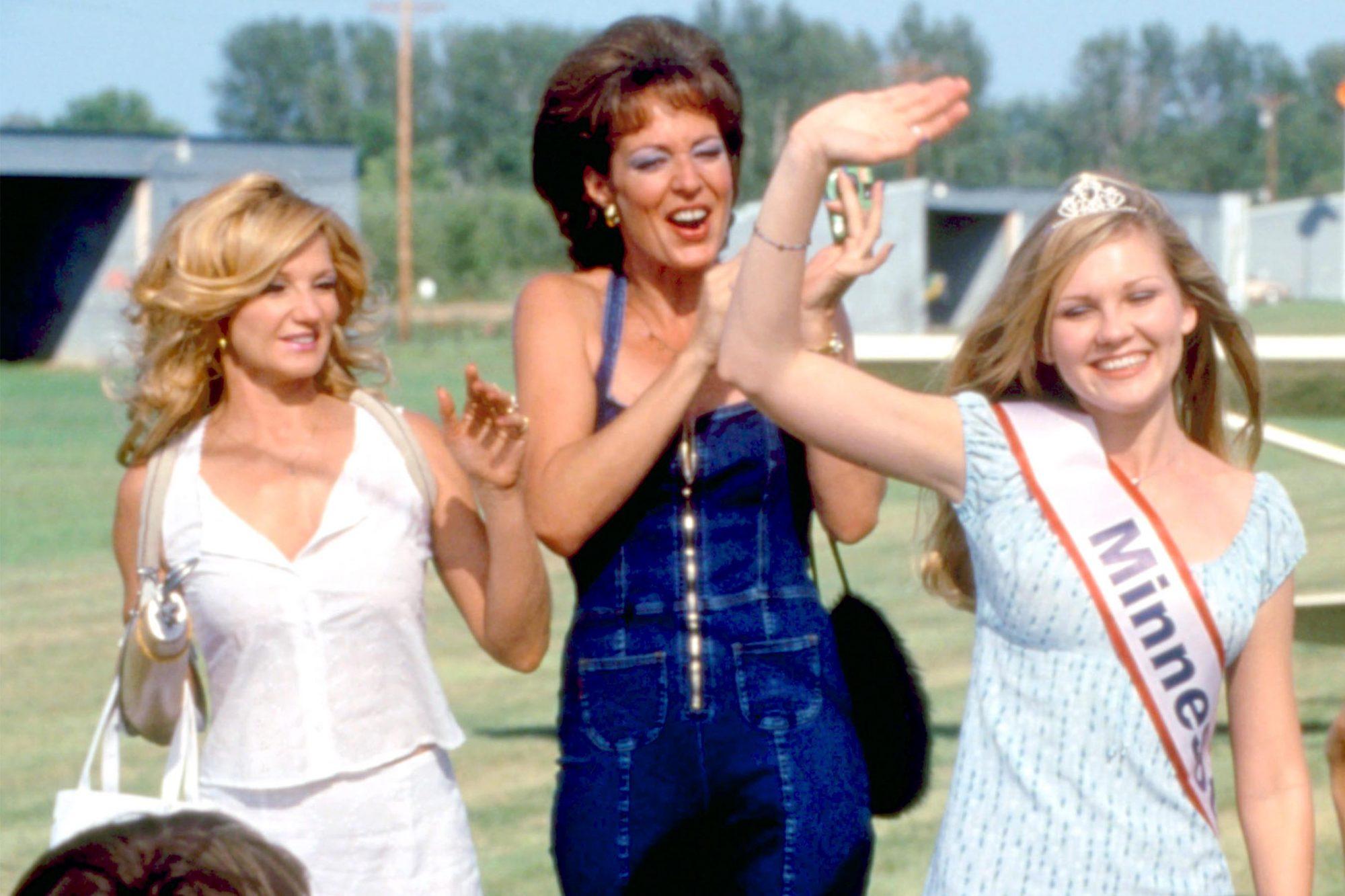 DROP DEAD GORGEOUS, Ellen Barkin, Allison Janney, Kirsten Dunst, 1999. ©New Line Cinema/ Courtesy Everett Collection.