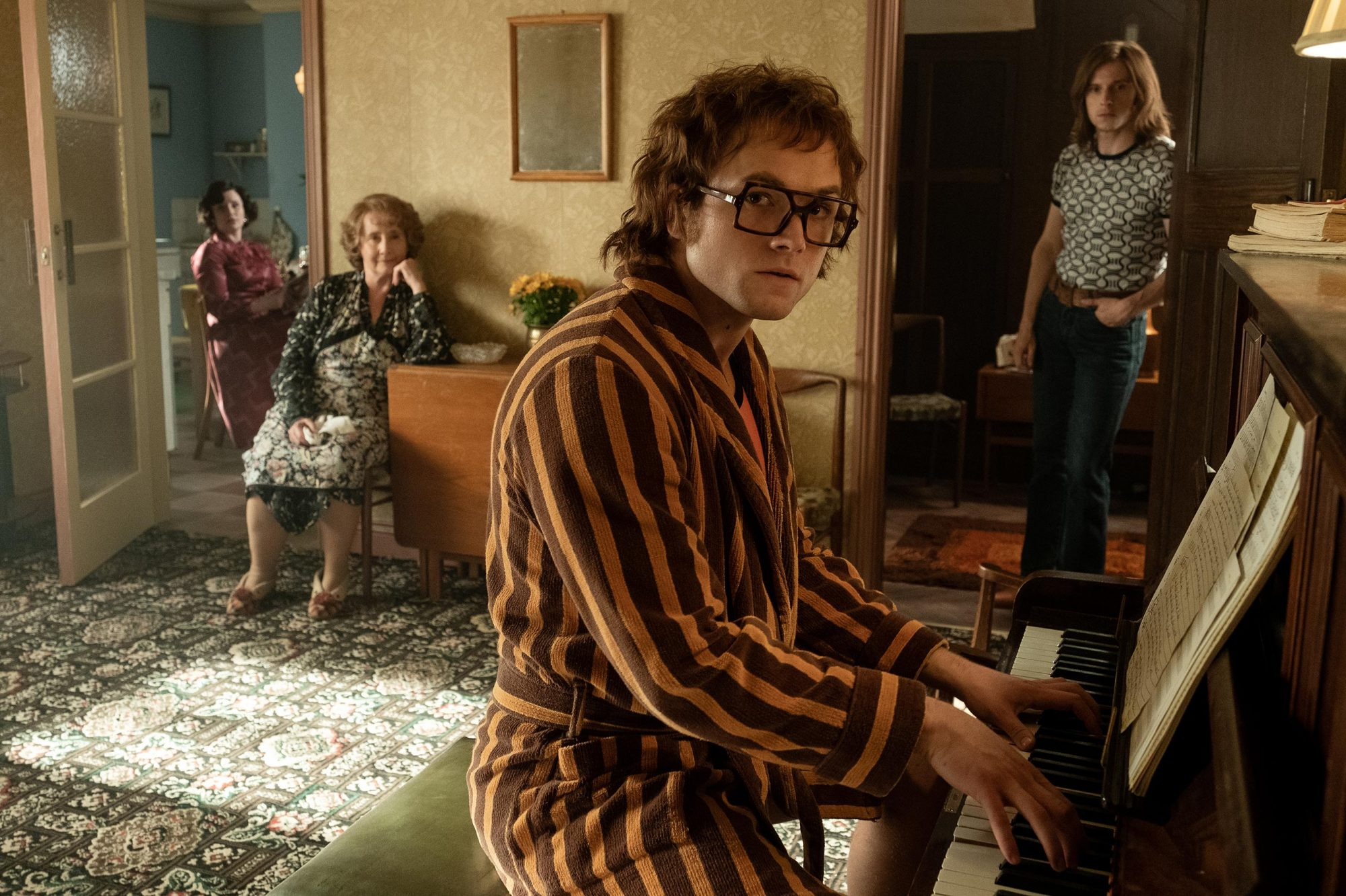 Rocketman Fact Check Elton John S Real Life Versus Movie Fiction Ew Com