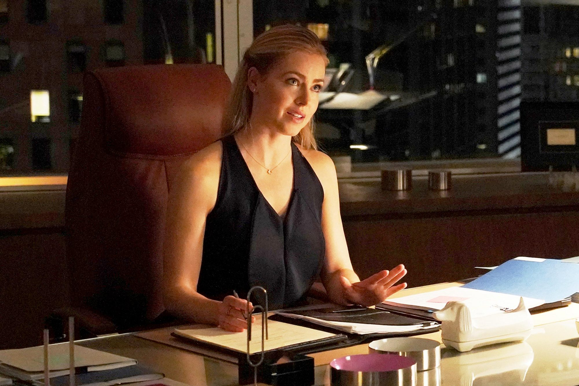 """SUITS -- """"Everything's Changed"""" Episode 901 -- Pictured: Amanda Schull as Katrina Bennett -- (Photo by: Ian Watson/USA Network)"""
