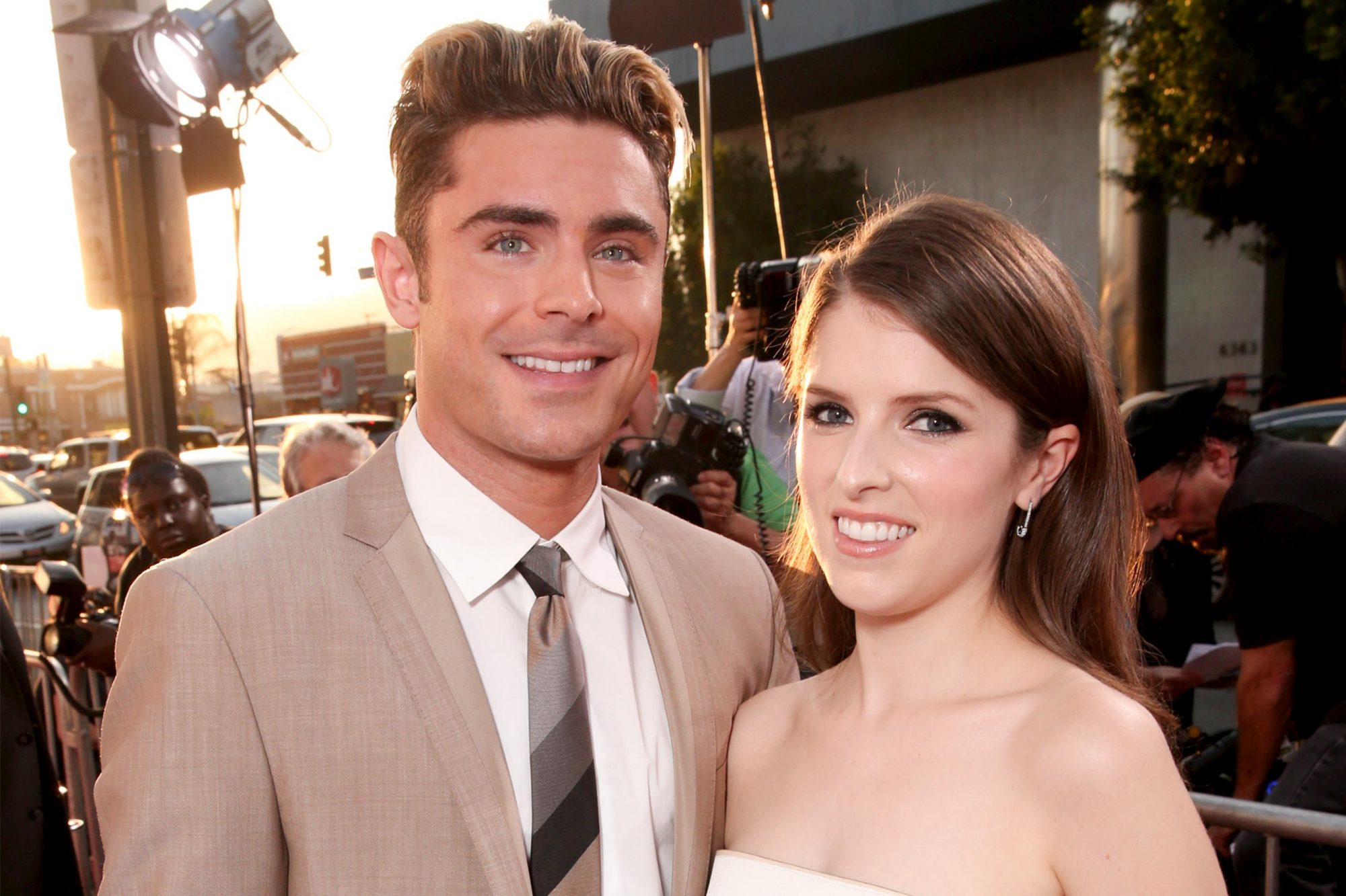 """HOLLYWOOD, CA - JUNE 29: Actors Zac Efron (L) and Anna Kendrick attend the premiere of 20th Century Fox's """"Mike and Dave Need Wedding Dates"""" at ArcLight Cinemas Cinerama Dome on June 29, 2016 in Los Angeles, California. (Photo by Todd Williamson/Getty Images)"""