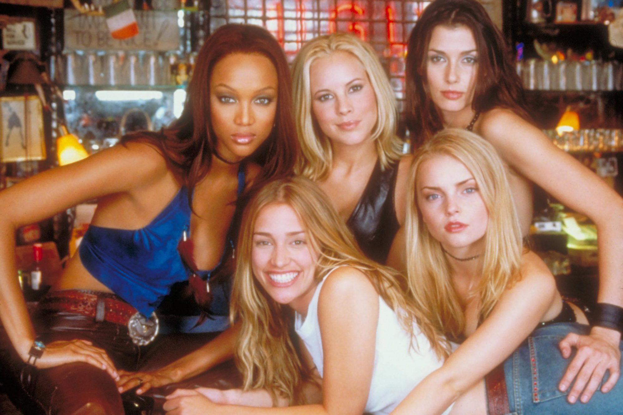 COYOTE UGLY, Tyra Banks, Piper Perabo, Maria Bello, Bridget Moynahan, Izabella Miko, 2000. (c) Buena