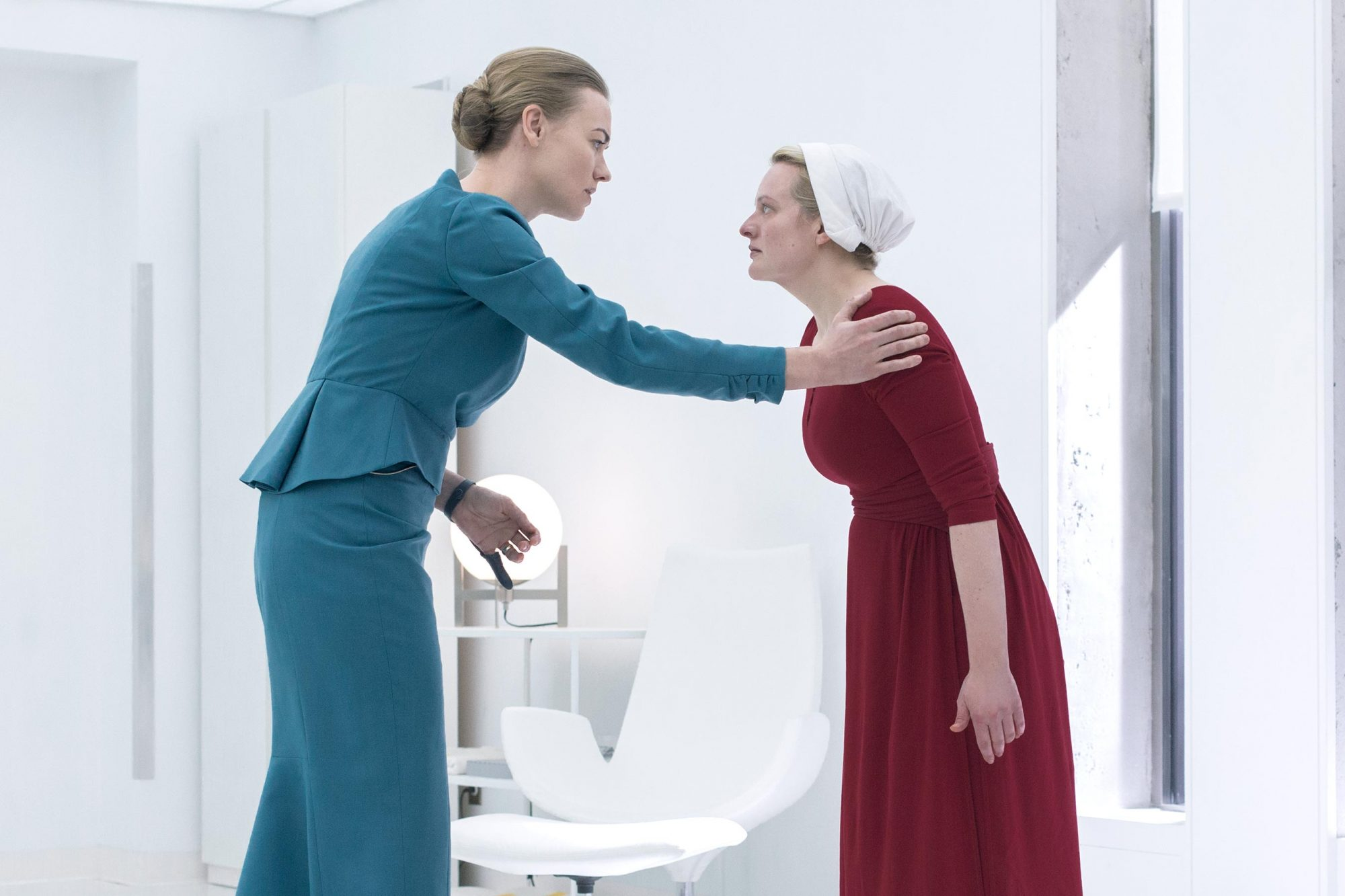 "The Handmaid's Tale -- ""Heroic"" - Episode 309 -- Confined in a hospital, Juneís sanity begins to fray. An encounter with Serena Joy forces June to reassess her recent actions. Serena (Yvonne Strahovski) and June (Elisabeth Moss), shown. (Photo by: Sophie Giraud/Hulu)"