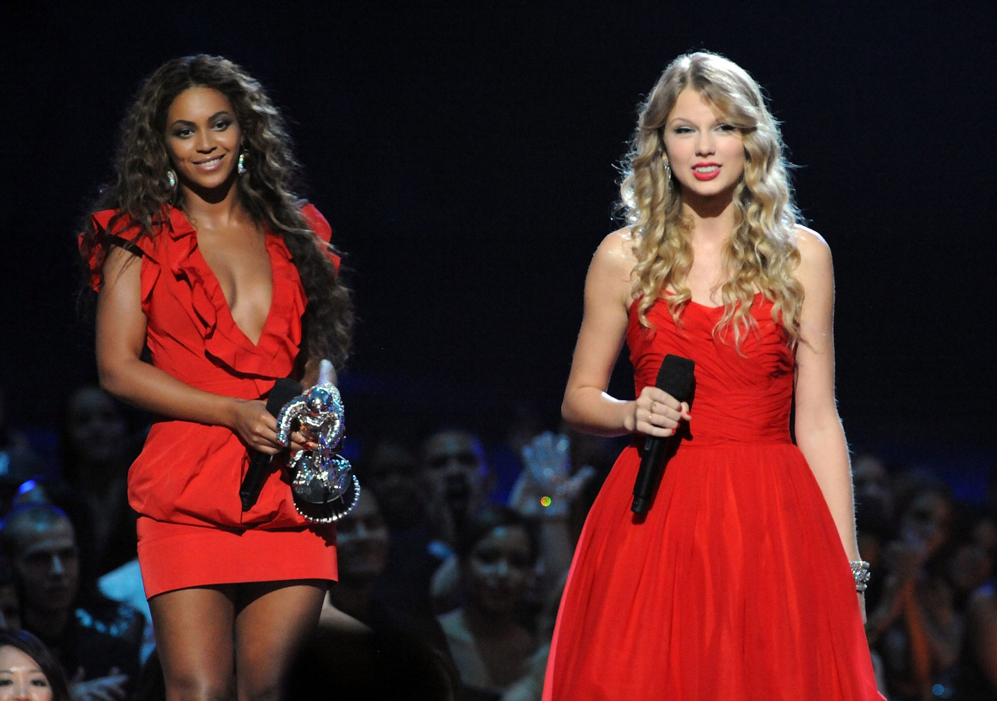 Revisiting Taylor Swift And Kanye West S Infamous 2009 Vmas Moment Ew Com