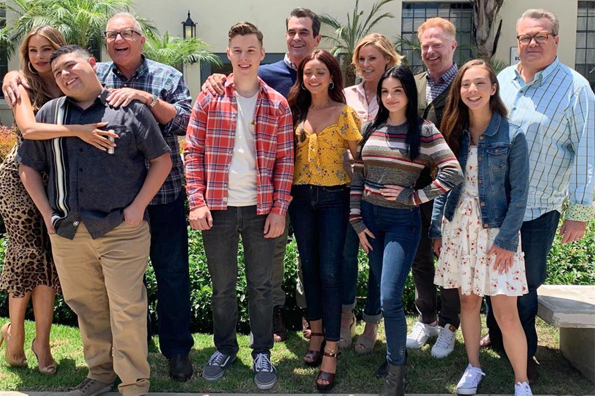 Modern Family cast https://www.instagram.com/p/B0mROPhhKZ6/ CR: 20th Century Fox