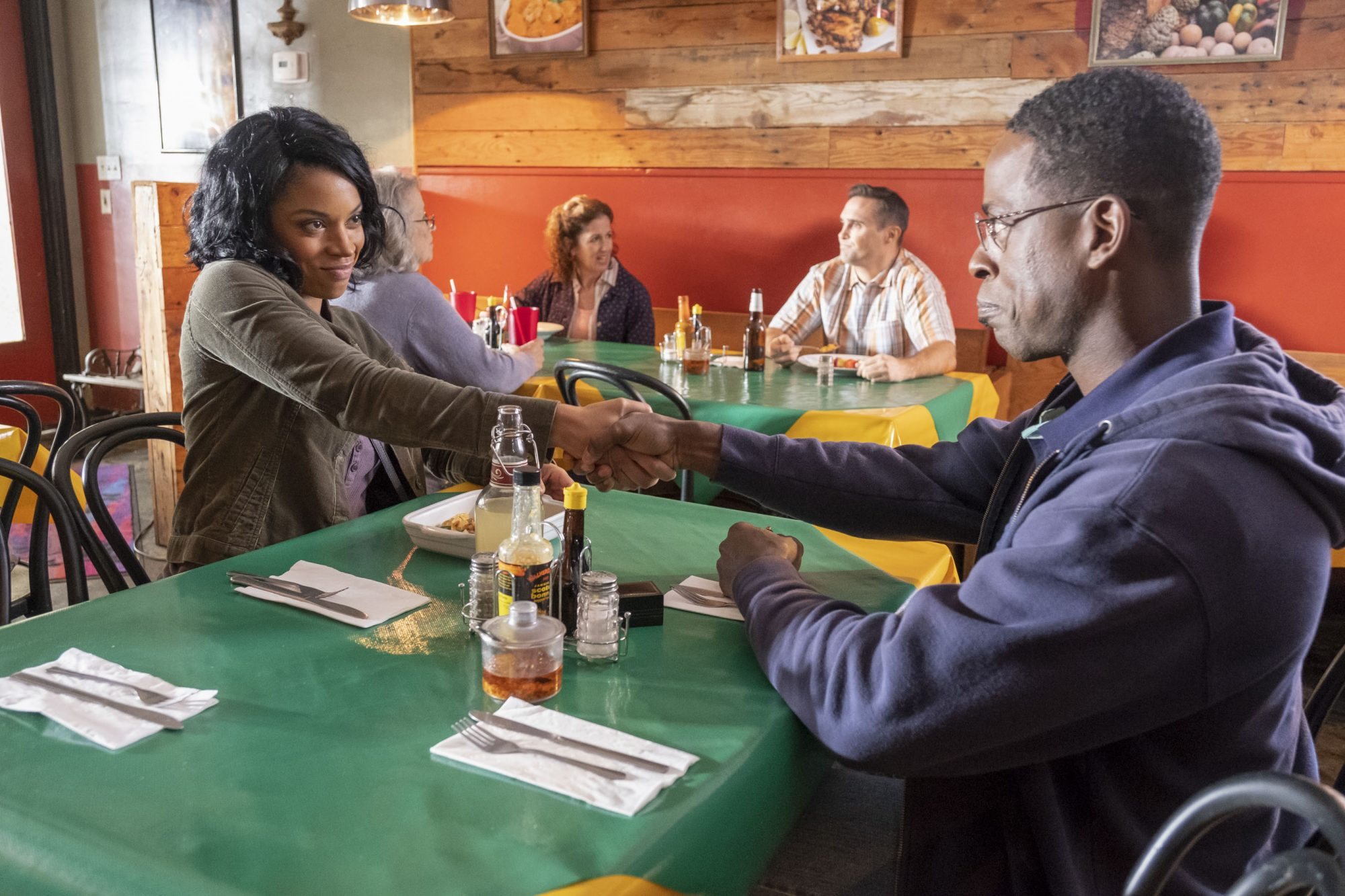 """THIS IS US -- """"R & B"""" Episode 317 -- Pictured: (l-r) -- (Photo by: Ron Batzdorff/NBC)"""