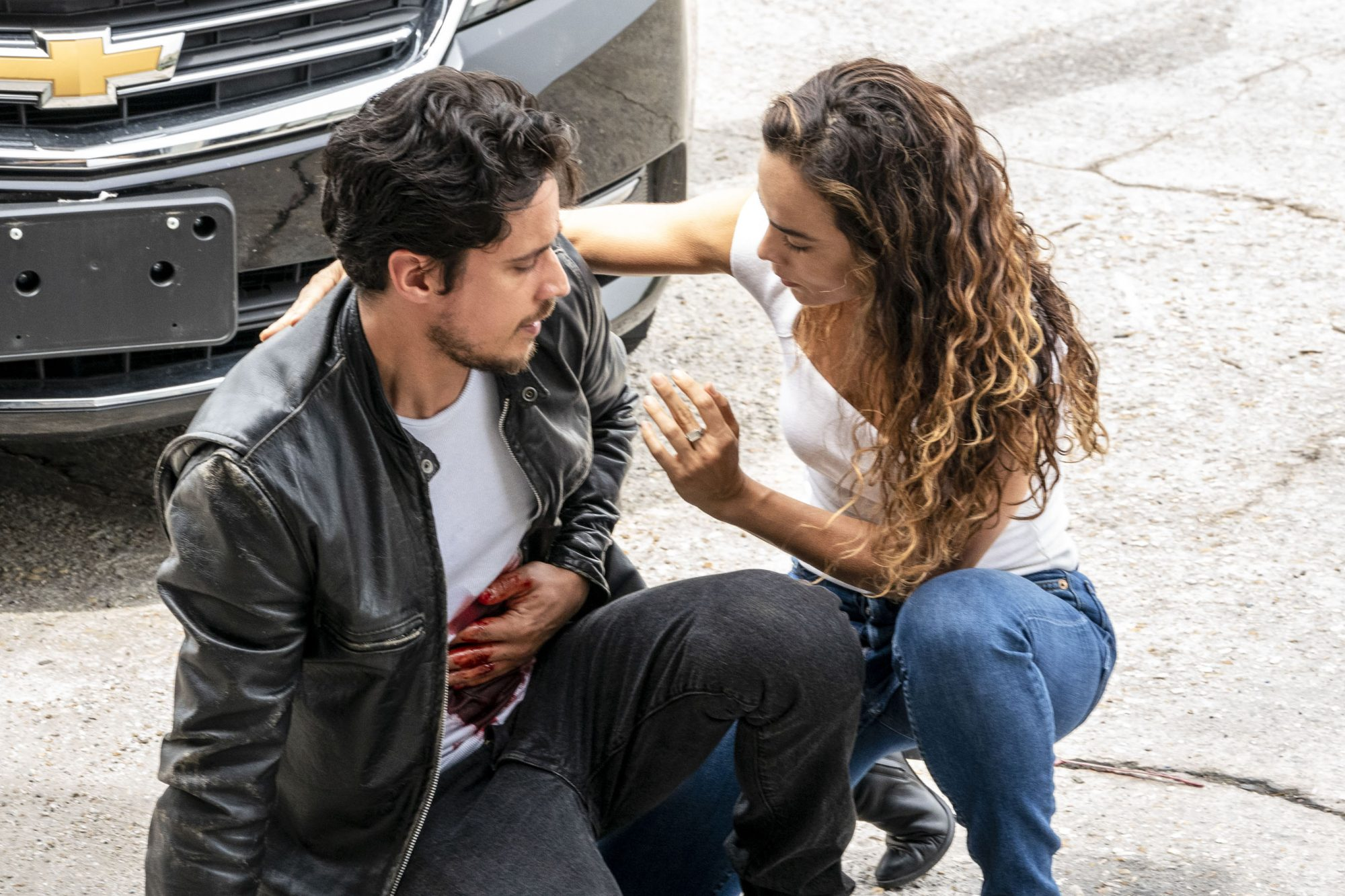 "QUEEN OF THE SOUTH -- ""Vienen Por Ti"" Episode 413 -- Pictured: (l-r) Jon-Michael Ecker as El Guero, Alice Braga as Teresa Mendoza -- (Photo by: Skip Bolen/USA Network)"
