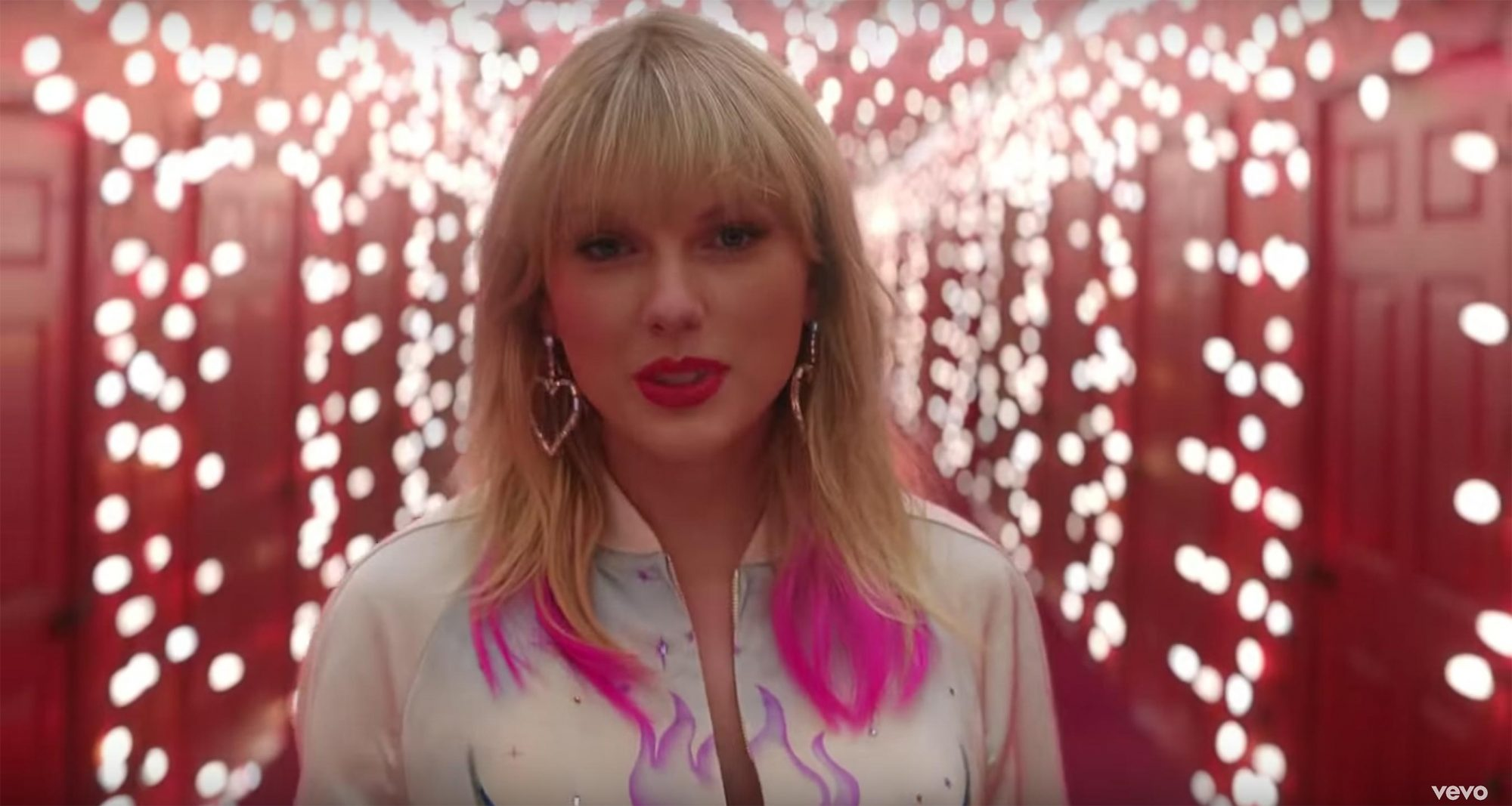 Watch Taylor Swift S Lover Music Video Is Here Ew Com