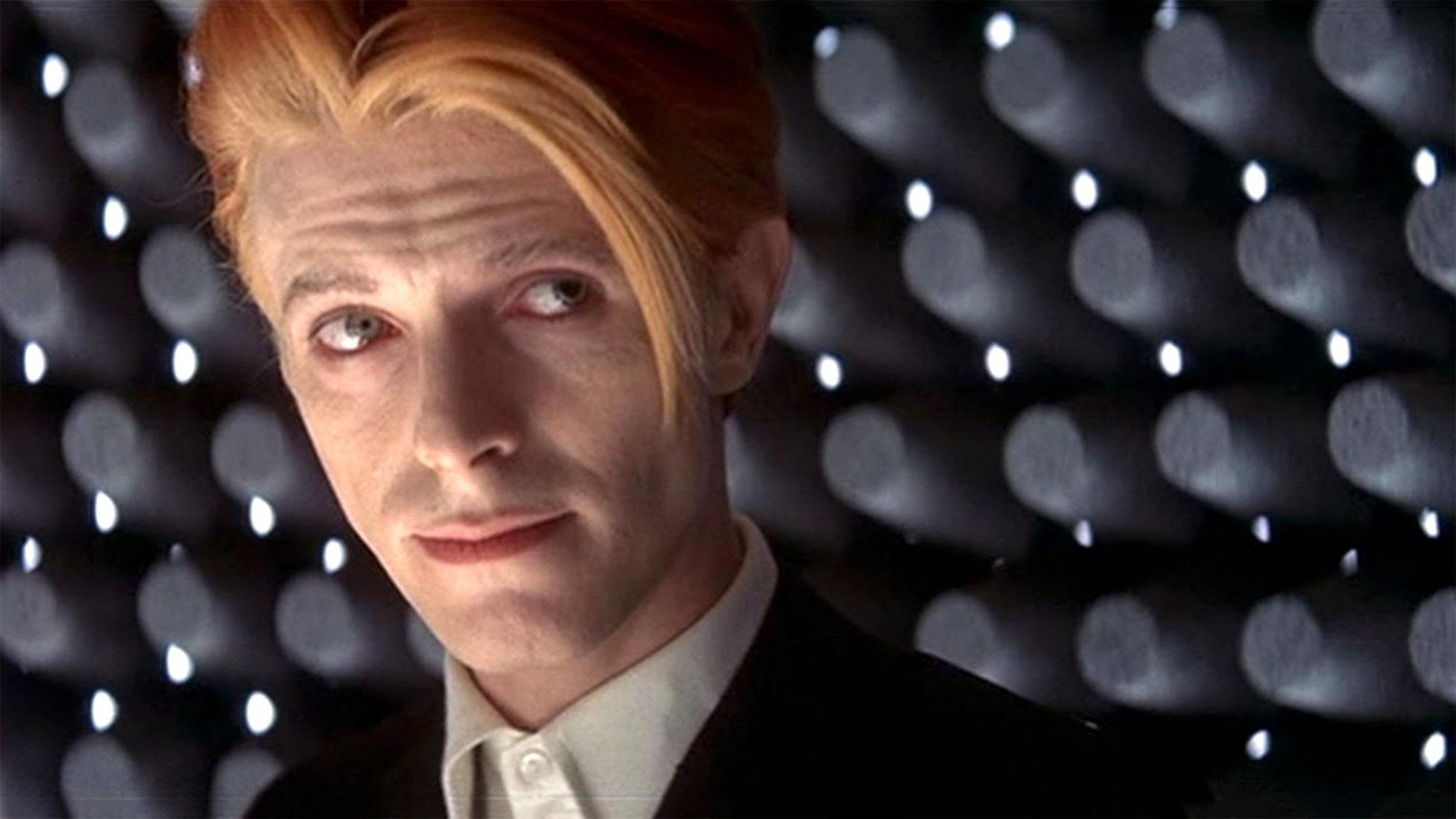 The Man Who Fell to Earth (1976) (screen grab) David Bowie CR: British Lion Films