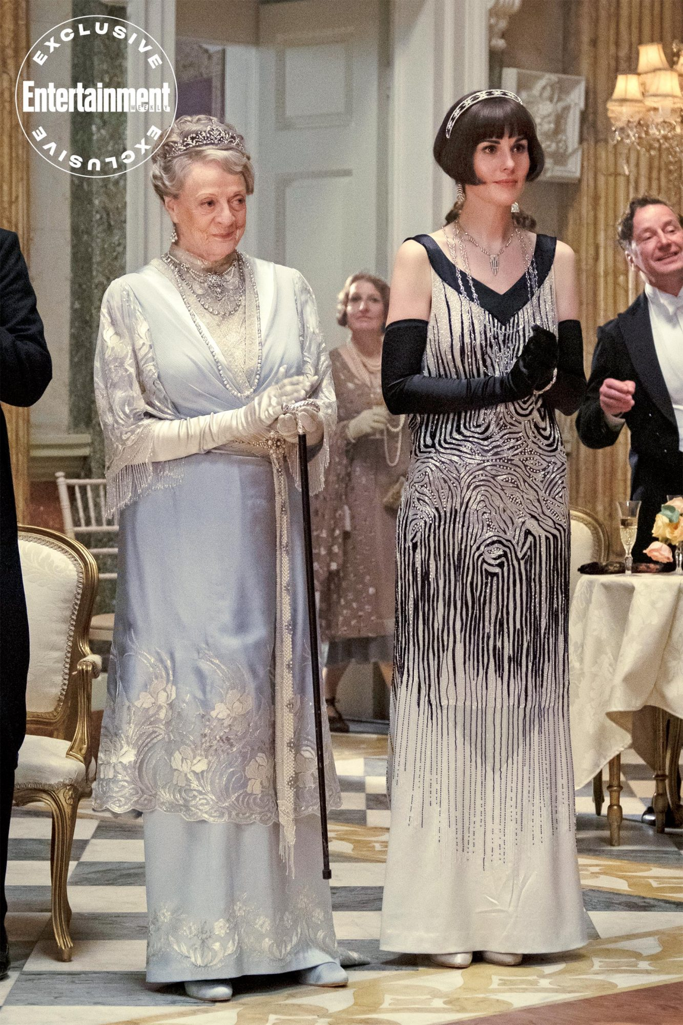 DOWNTON ABBEY Dame Maggie Smith as The Dowager Countess of Grantham and Michelle Dockery as Lady Mary Talbot CR: Jaap Buitendijk/Focus Features