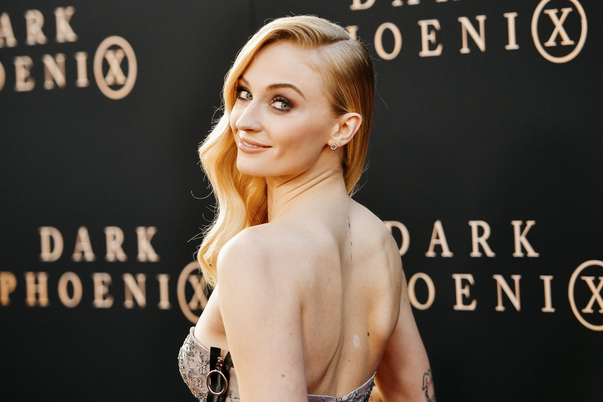 """HOLLYWOOD, CALIFORNIA - JUNE 04: (EDITORS NOTE: Image has been processed using digital filters) Sophie Turner attends the premiere of 20th Century Fox's """"Dark Phoenix"""" at TCL Chinese Theatre on June 04, 2019 in Hollywood, California. (Photo by Matt Winkelmeyer/Getty Images)"""