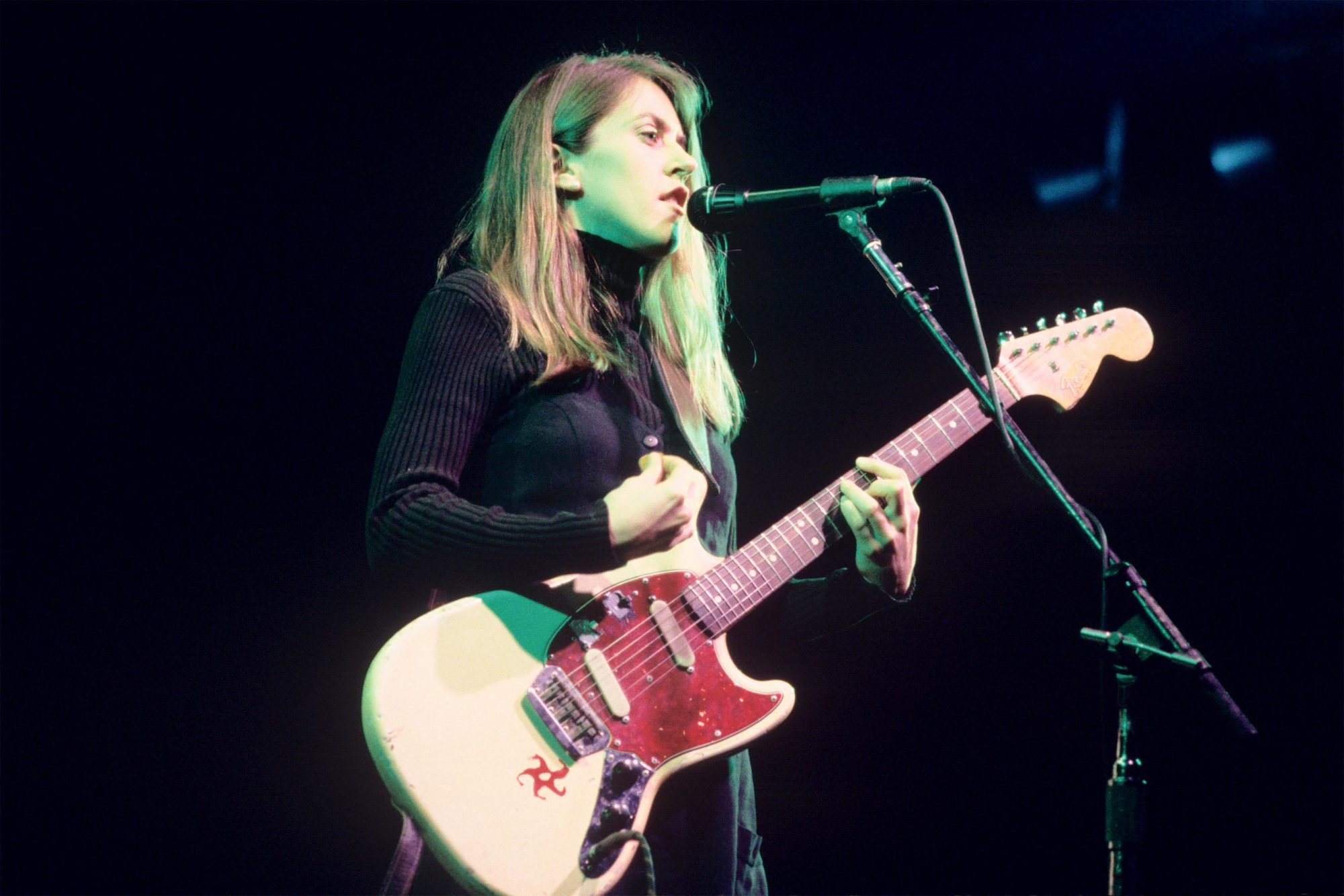 (MANDATORY CREDIT Ebet Roberts/Getty Images) Liz Phair performing at The Academy in New York City on April 8, 1994. (Photo by Ebet Roberts/Redferns)