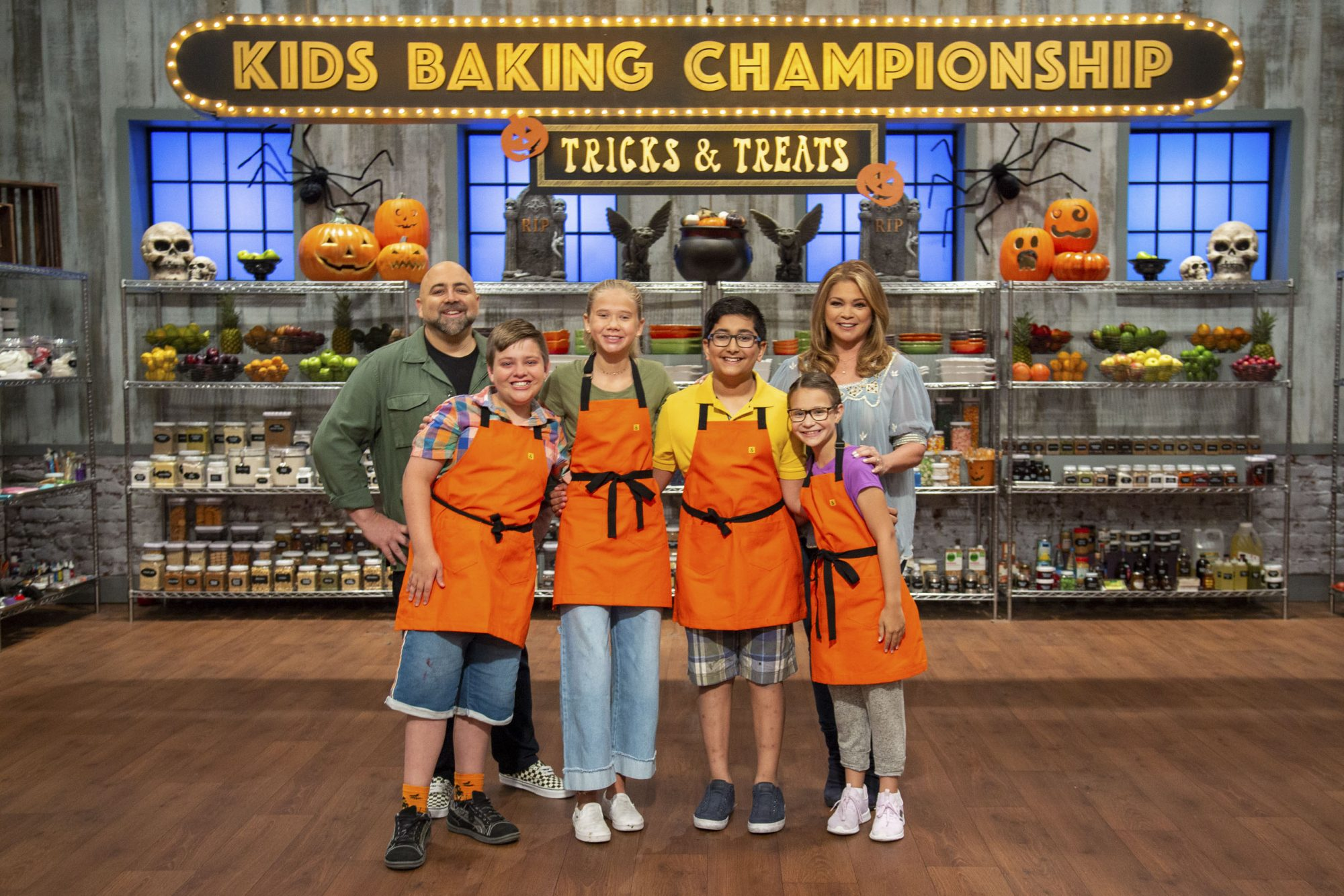 Group shot of Duff Goldman, Valerie Bertinelli and all bakers Davey, Bryn, Karthik, and Madison, as seen on Kids Baking Halloween Special.