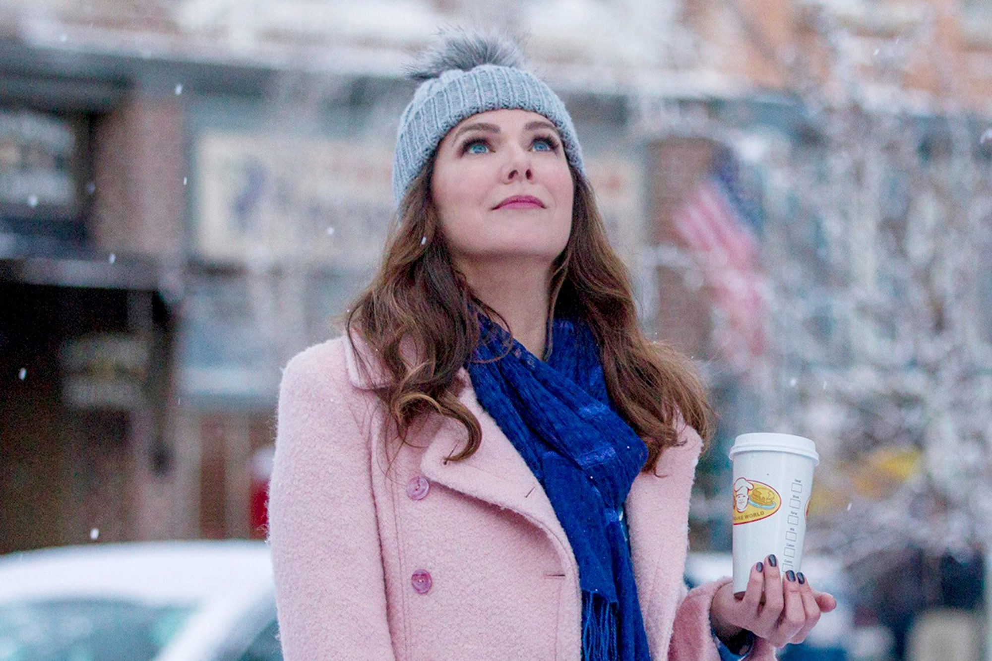 GILMORE GIRLS: A YEAR IN THE LIFE, Lauren Graham, Alexis Bledel in 'Winter', (Season 1, Episode