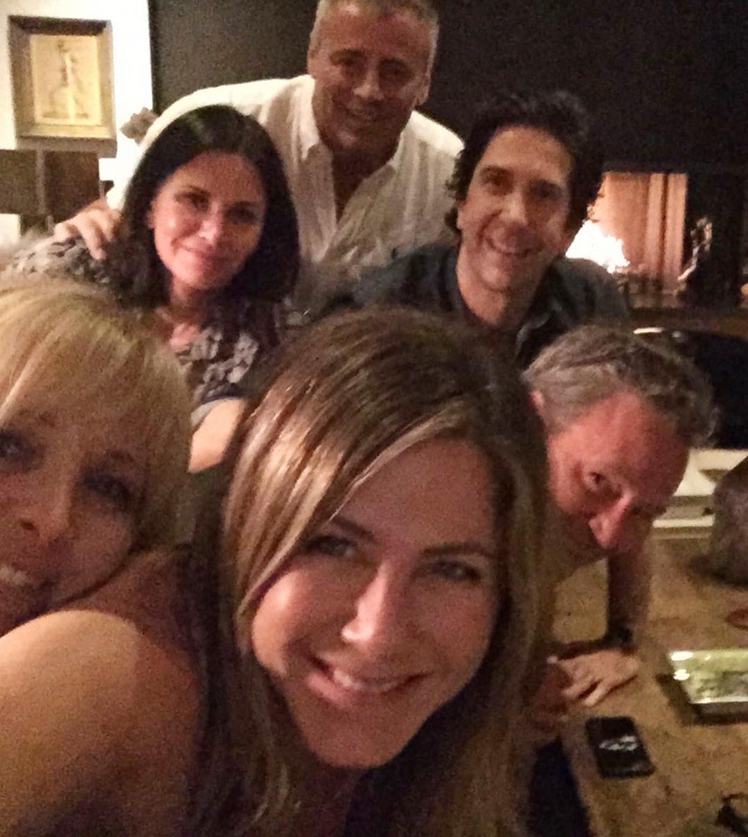 Friends Reunion - Jennifer Aniston Instagram Debut Courteney Cox, Lisa Kudrow, Jennifer Aniston, Matthew Perry, Matt LeBlanc, David Schwimmer