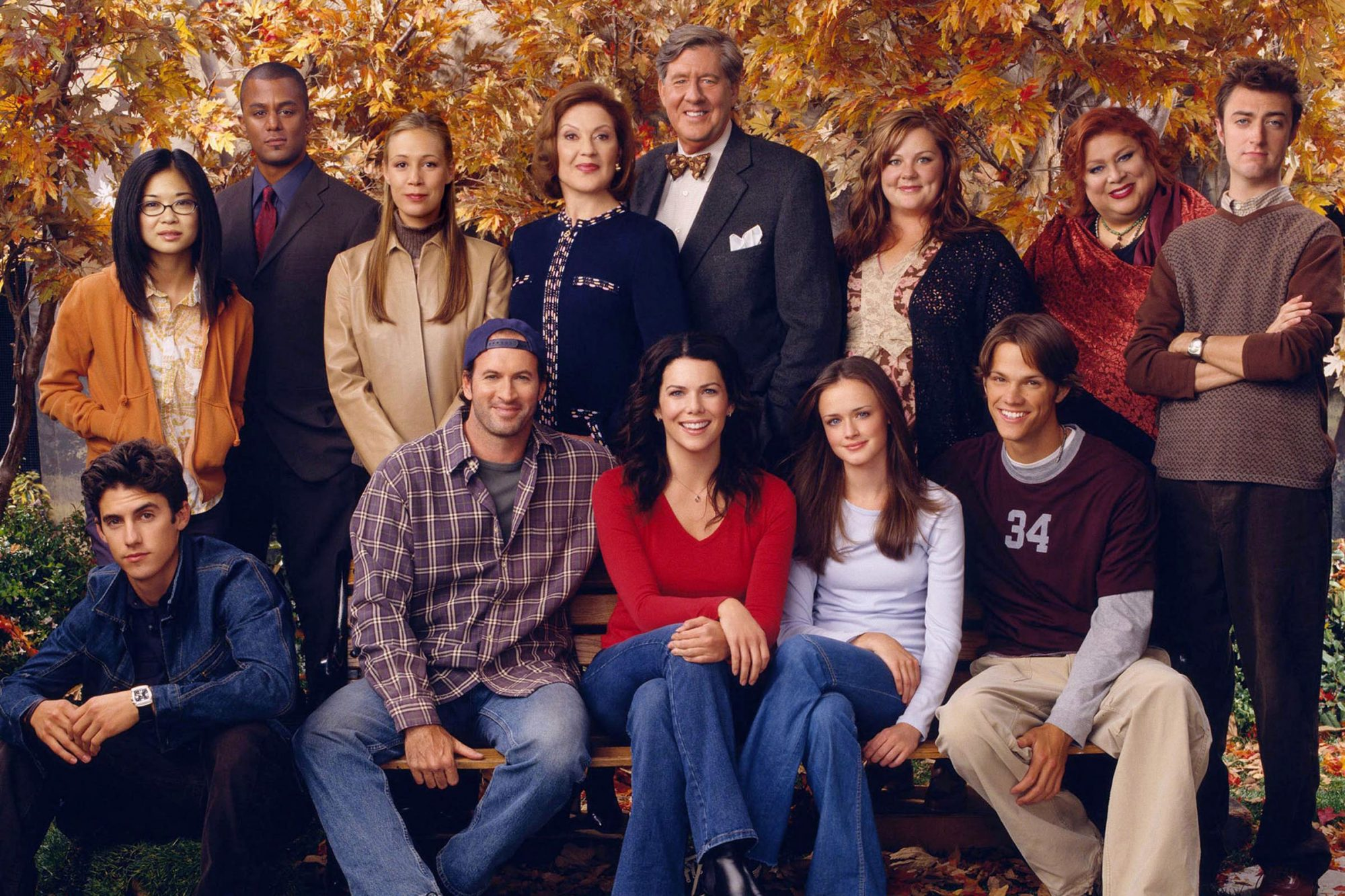 GILMORE GIRLS, (L to R-back row):  Keiko Angena, Yanic Truesdale, Liza Weil, Kelly Bishop, Edward He