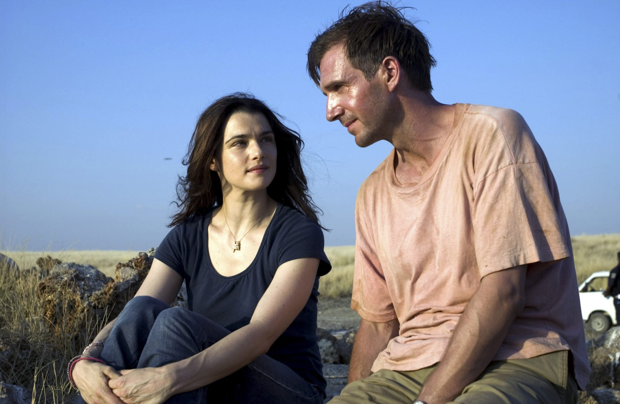 THE CONSTANT GARDENER, Rachel Weisz, Ralph Fiennes, 2005, ©Focus Features / courtesy Everett Collect