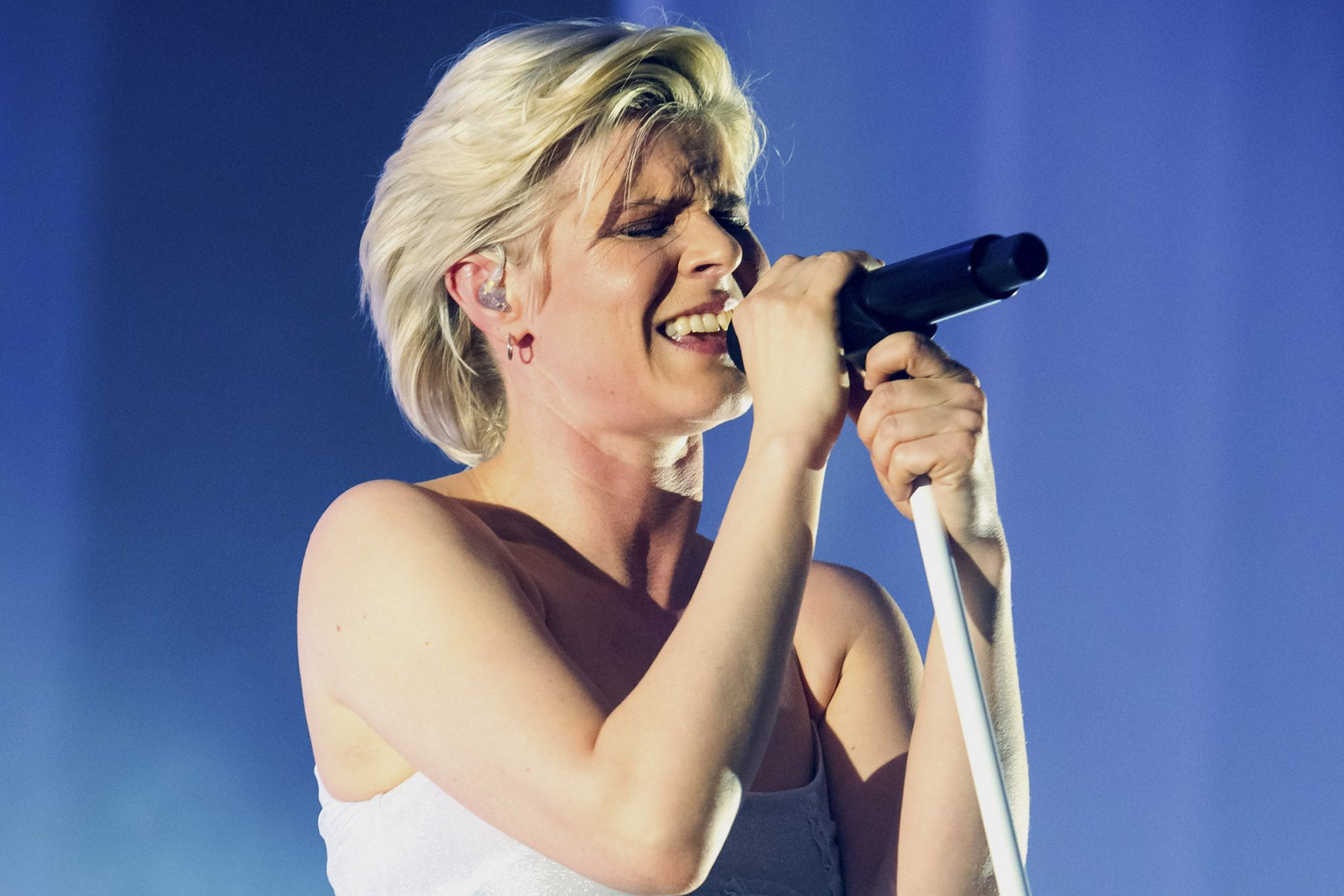 2. Robyn on the Honey tour