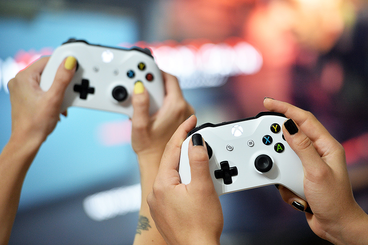 MERSIN, TURKEY - AUGUST 11: Gamepads of Microsoft Xbox One gaming console are seen in Mersin, Turkey, on August 11, 2019. (Photo by Sezgin Pancar/Anadolu Agency/Getty Images)