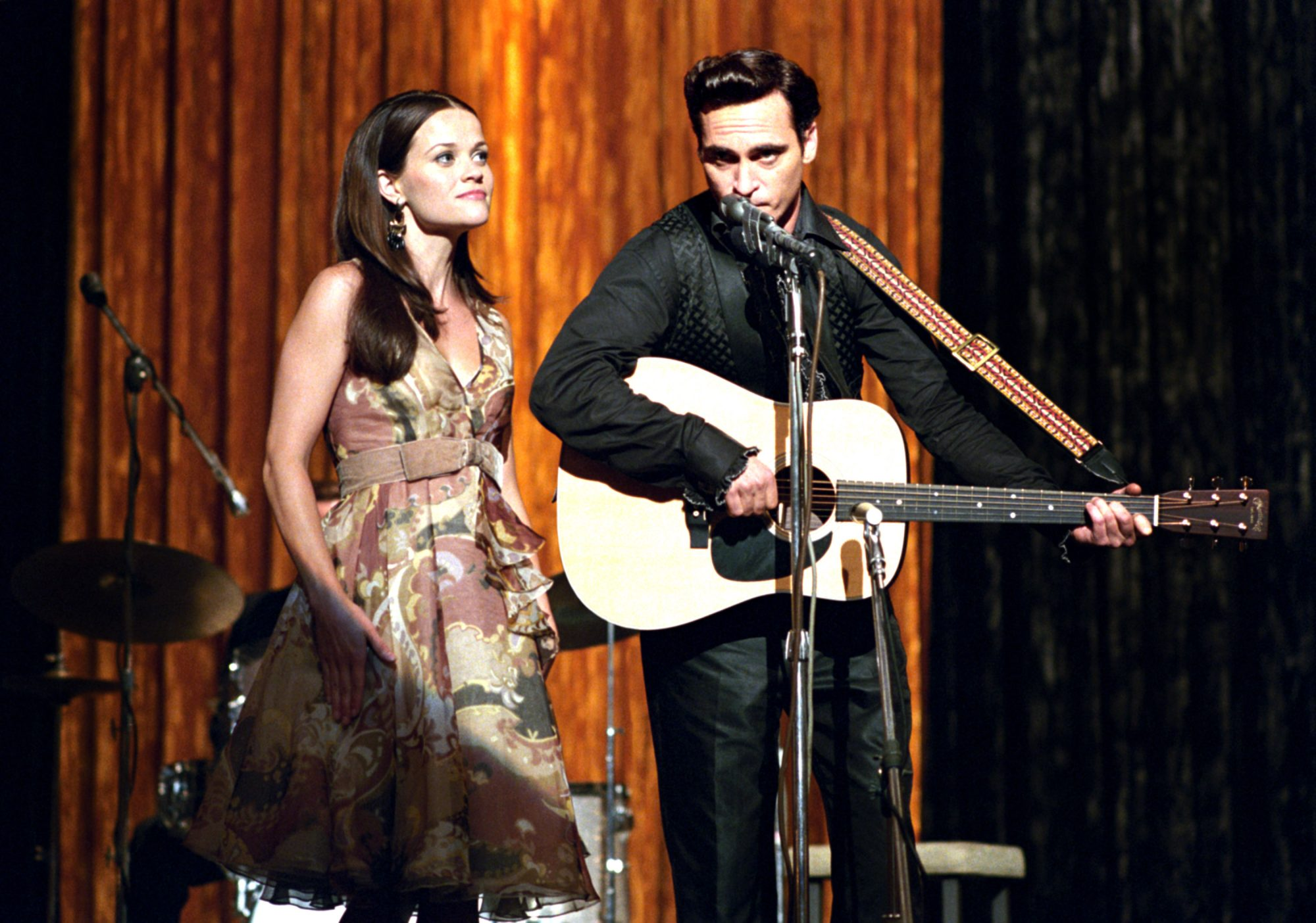 Reese Witherspoon, Joaquin Phoenix in wALK THE LINE