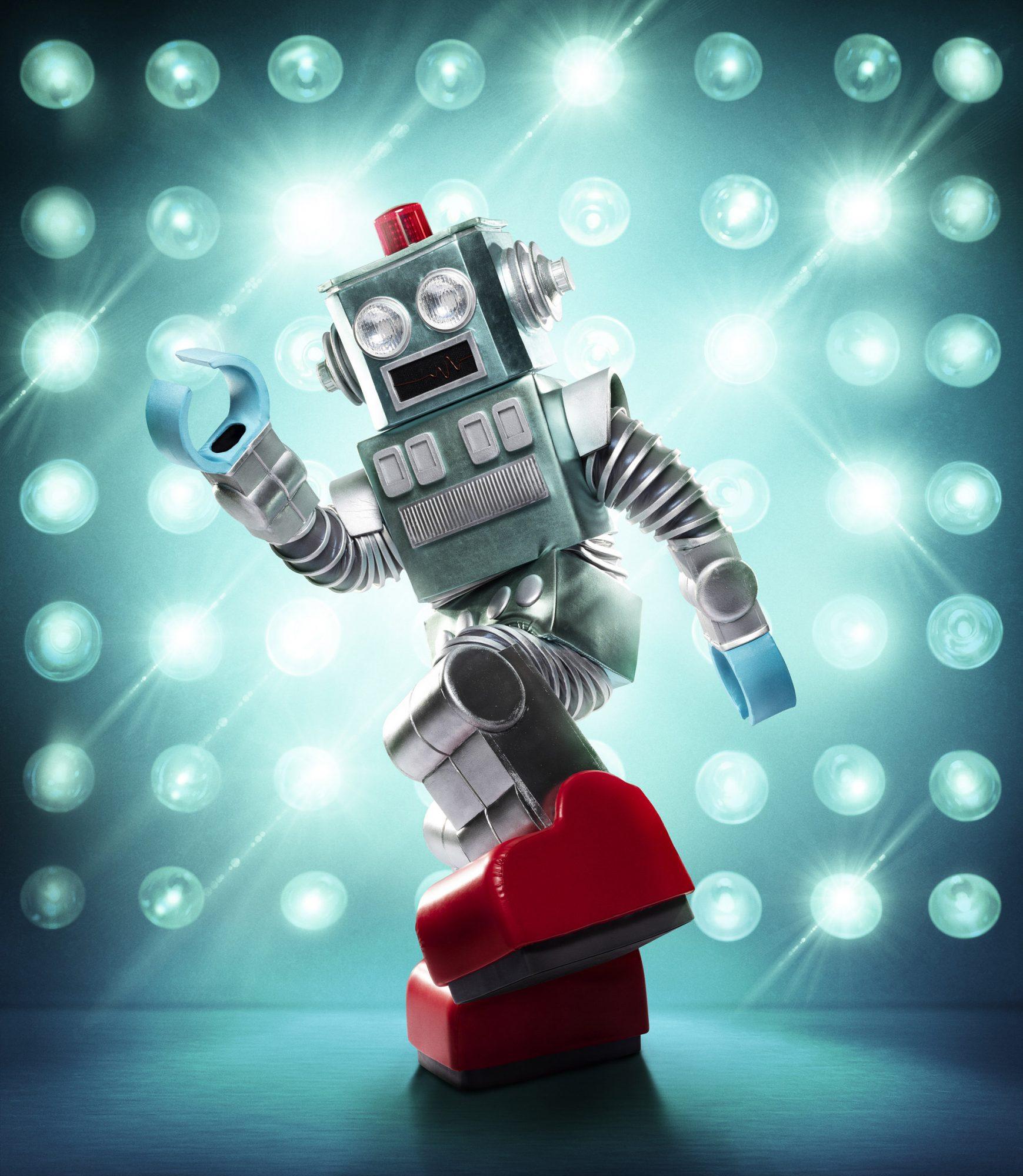 THE MASKED SINGER: The Robot. CR: Michael Becker / FOX. © 2020 FOX MEDIA LLC.