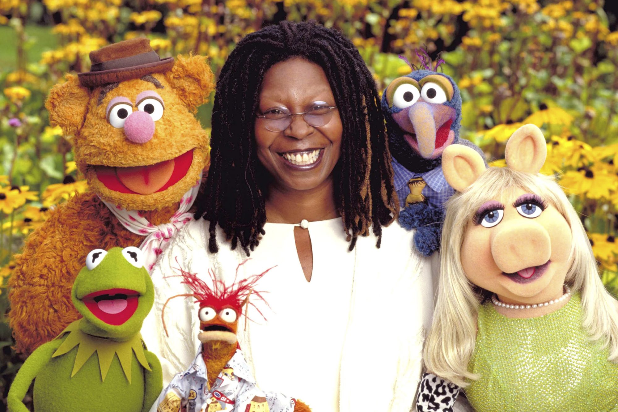 IT'S A VERY MERRY MUPPET CHRISTMAS MOVIE, Pepe the Prawn, Kermit the Frog, Fozzie Bear, Whoopi Goldb