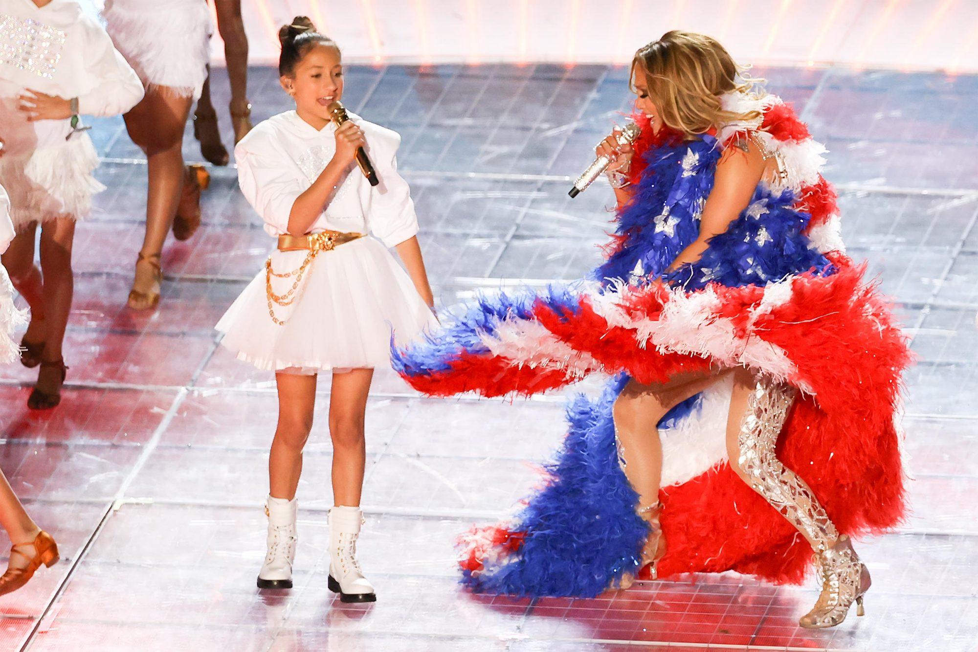 Jennifer Lopez S Daughter Emme 11 Joins Her For Super Bowl Halftime Show Ew Com