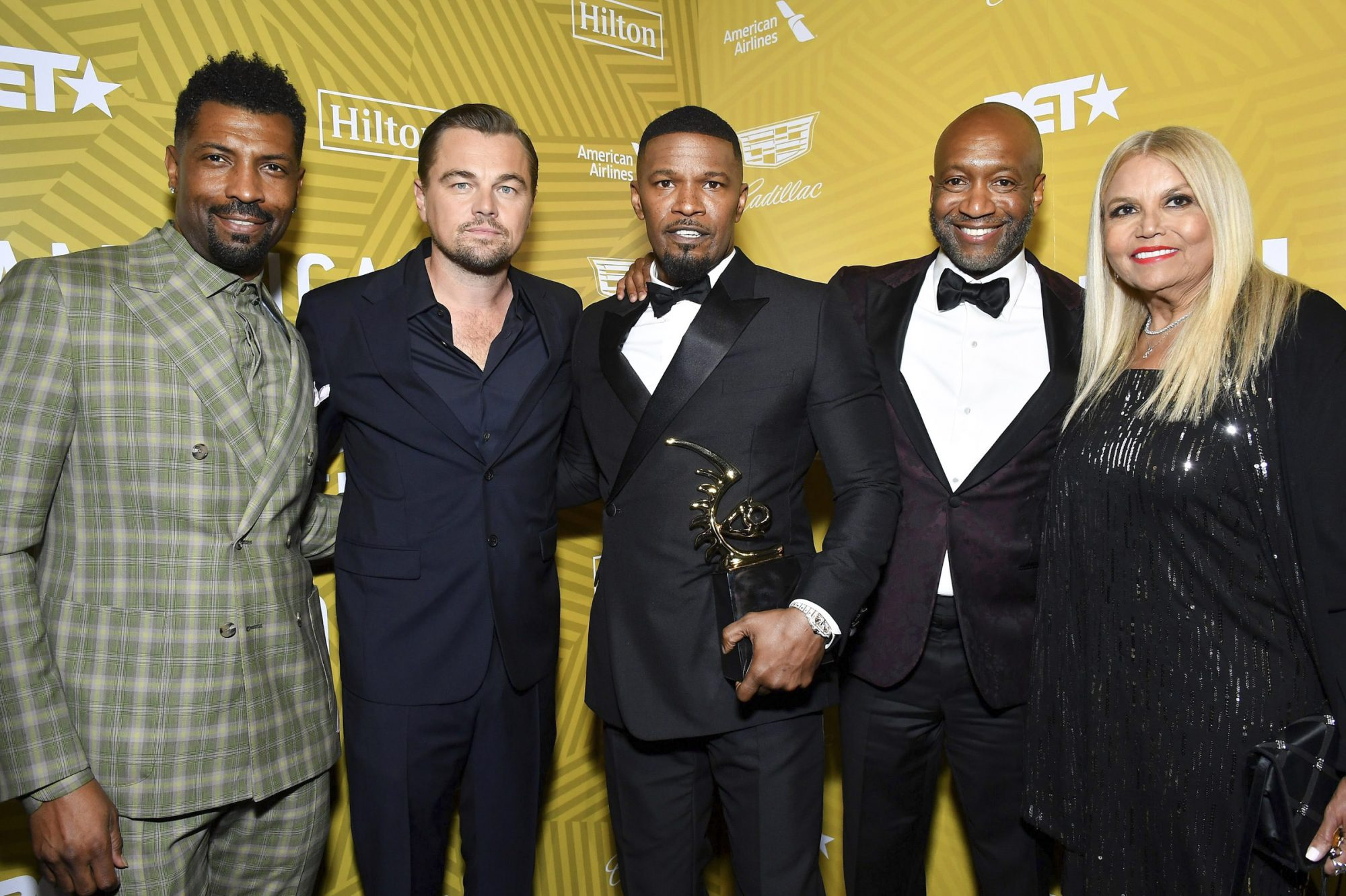 Jamie Foxx (C) poses with the Excellence in the Arts Award backstage with Deon Cole, Leonardo DiCaprio, Jeff Friday, and Suzanne de Passe