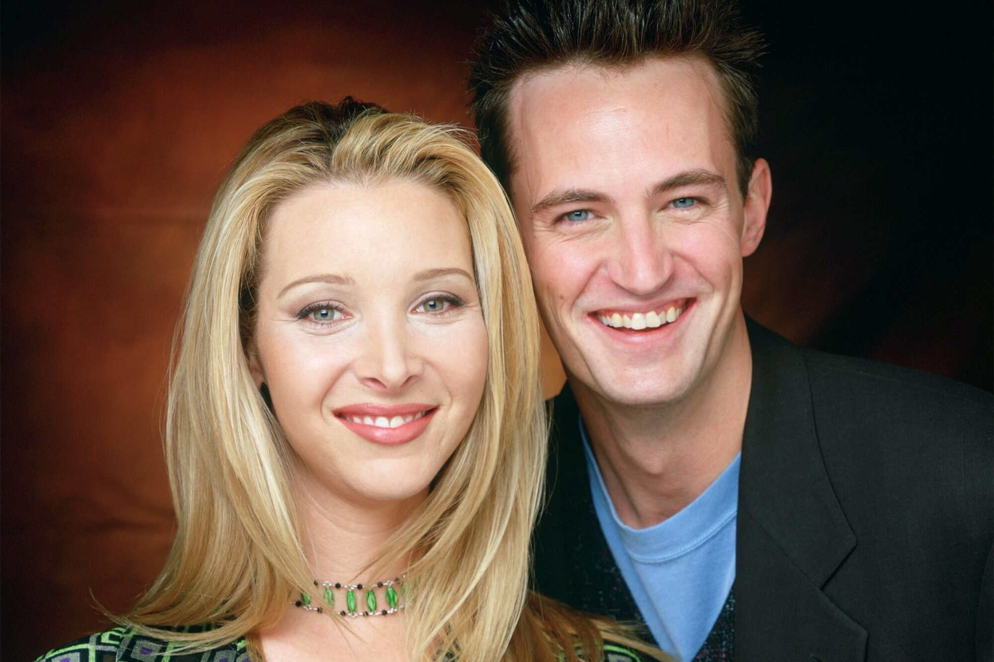 Lisa Kudrow Welcomes Matthew Perry To Instagram With A Friends Quote Ew Com