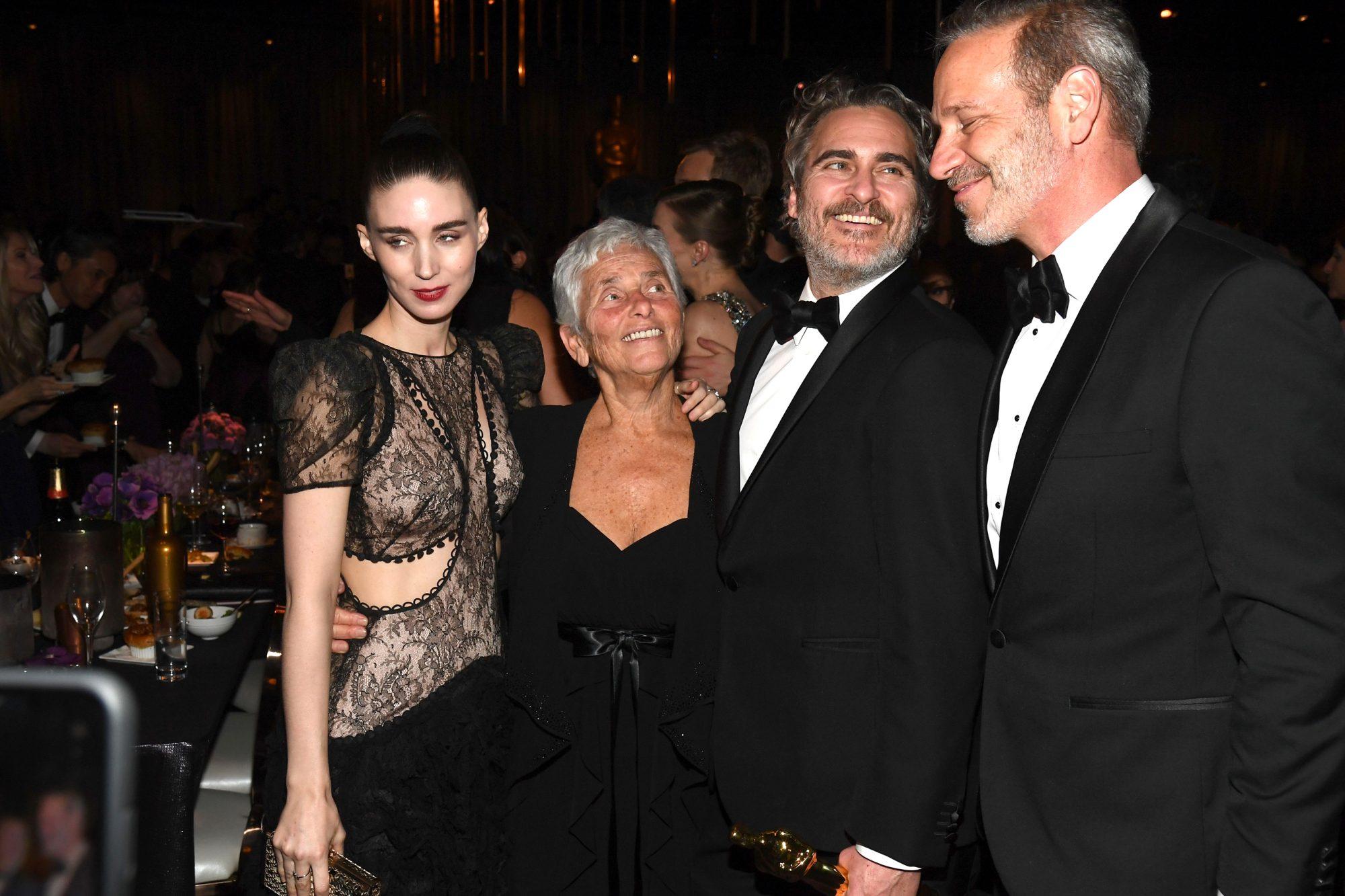 Rooney Mara, Arlyn Phoenix, Joaquin Phoenix