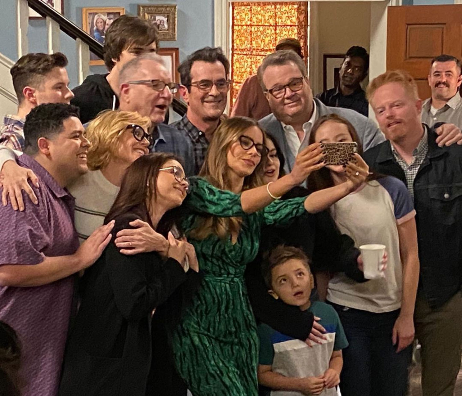 A Modern Family modern family stars celebrate final day of filming | ew