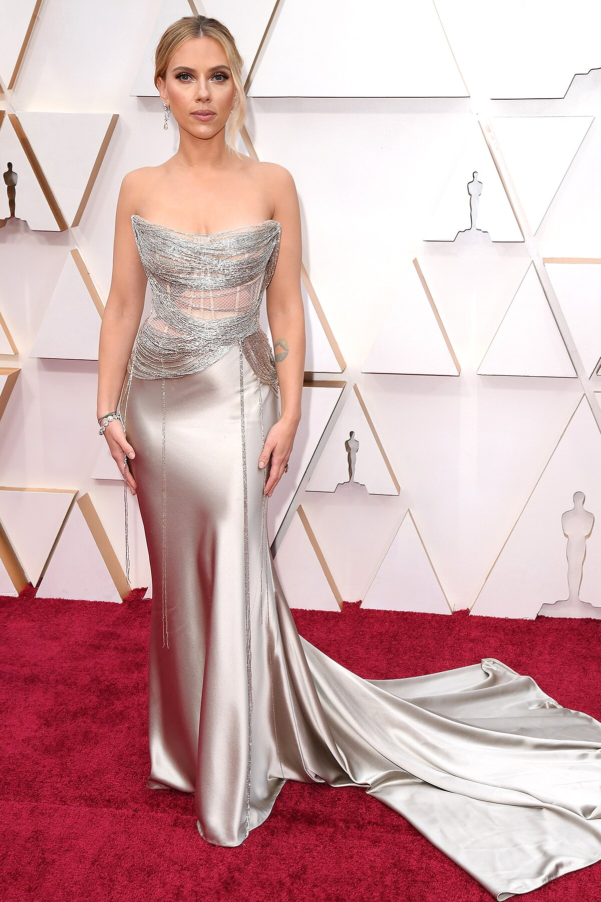 Oscars Red Carpet 2020 See Brad Pitt Scarlett Johansson More Ew Com