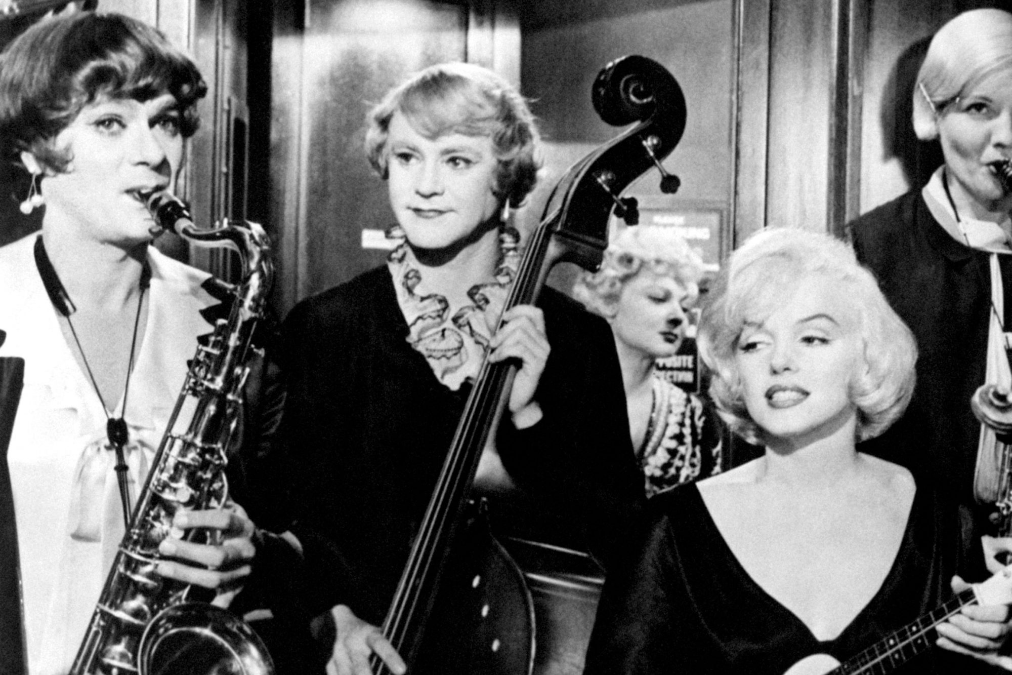 Tony Curtis, Jack Lemmon, Marilyn Monroe, Joan Shawlee and Berverly Wills in the film Some Like It Hot